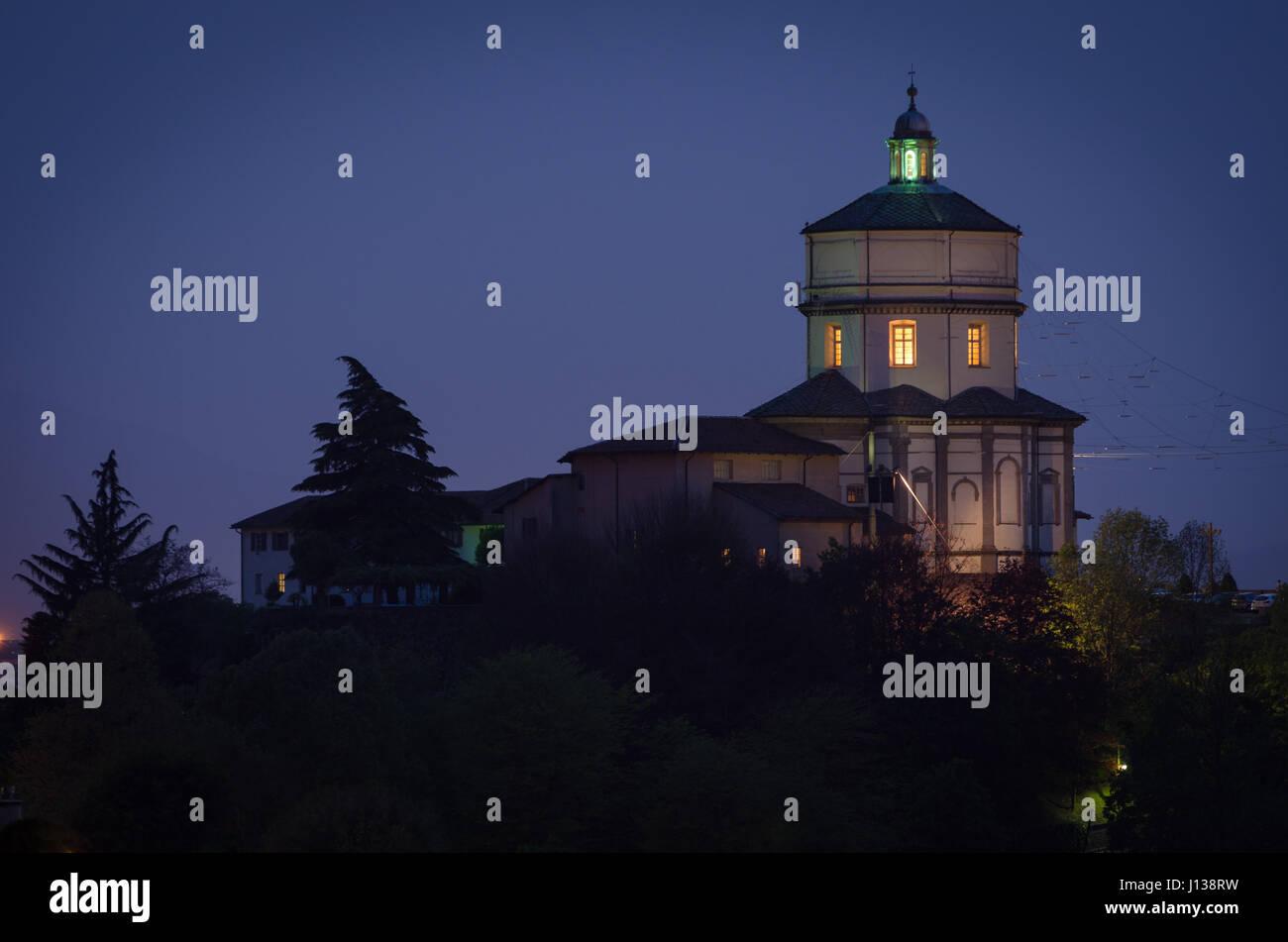 Turín Monte dei Cappuccini en la noche Foto de stock