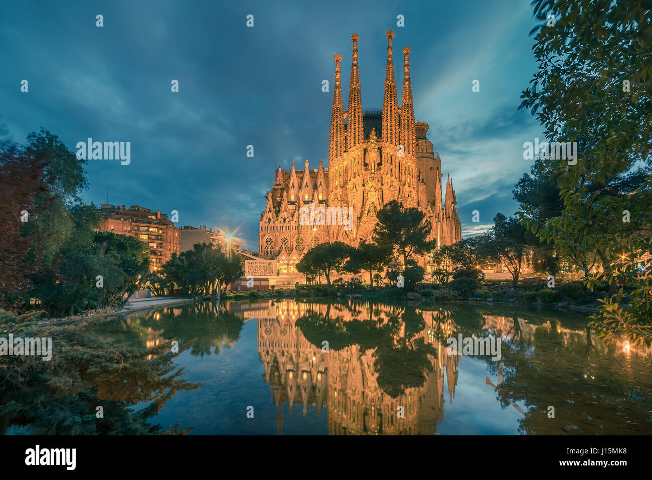 Barcelona, Cataluña, España: Basicila expiatorio y la iglesia de la Sagrada Familia, conocido como la Imagen De Stock