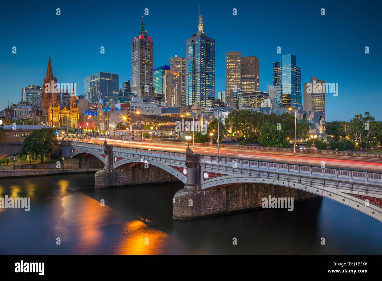 Ciudad de Melbourne. Imagen del paisaje urbano de Melbourne, Australia, durante la hora azul crepúsculo. Imagen De Stock