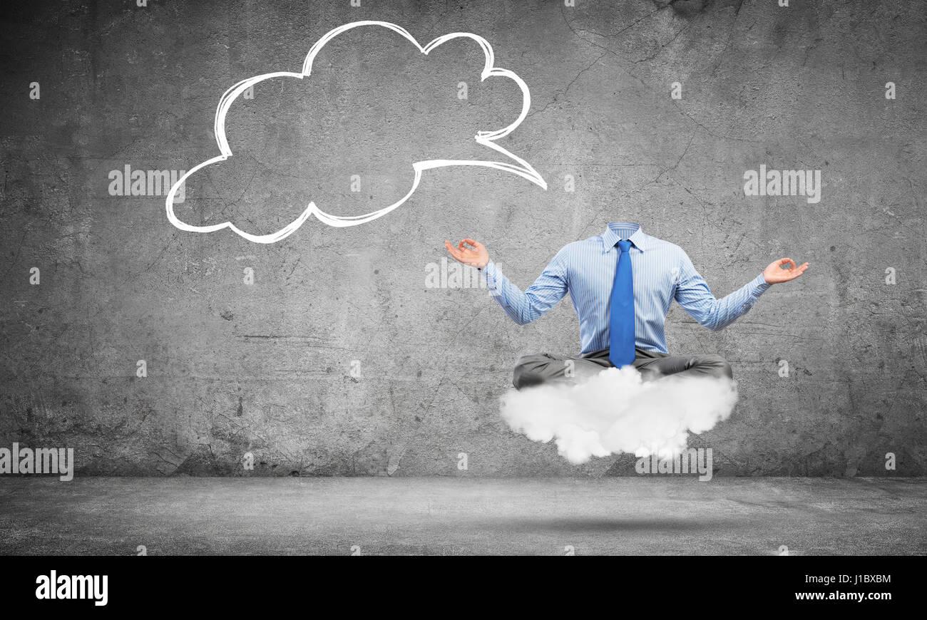 Empresario decapitado meditando Imagen De Stock