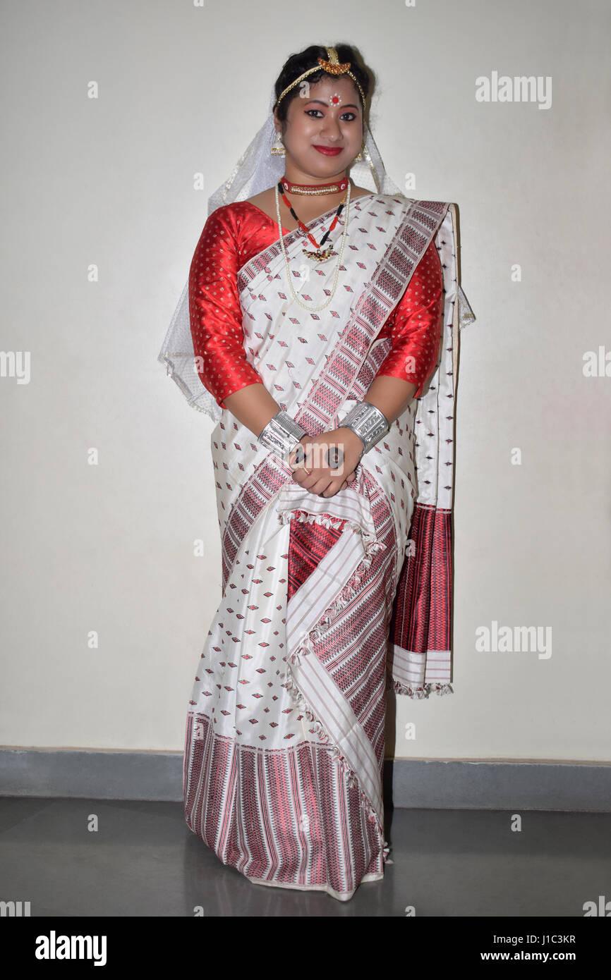 Hermosa Asamés chica con vestimenta tradicional, Pune, Maharashtra. Imagen De Stock