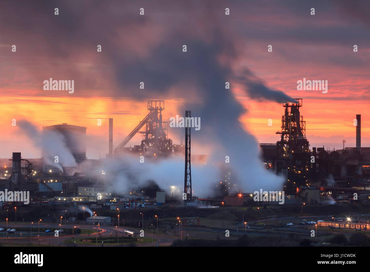 Atardecer en acería de Port Talbot, Gales del Sur, Wales, Reino Unido Foto de stock