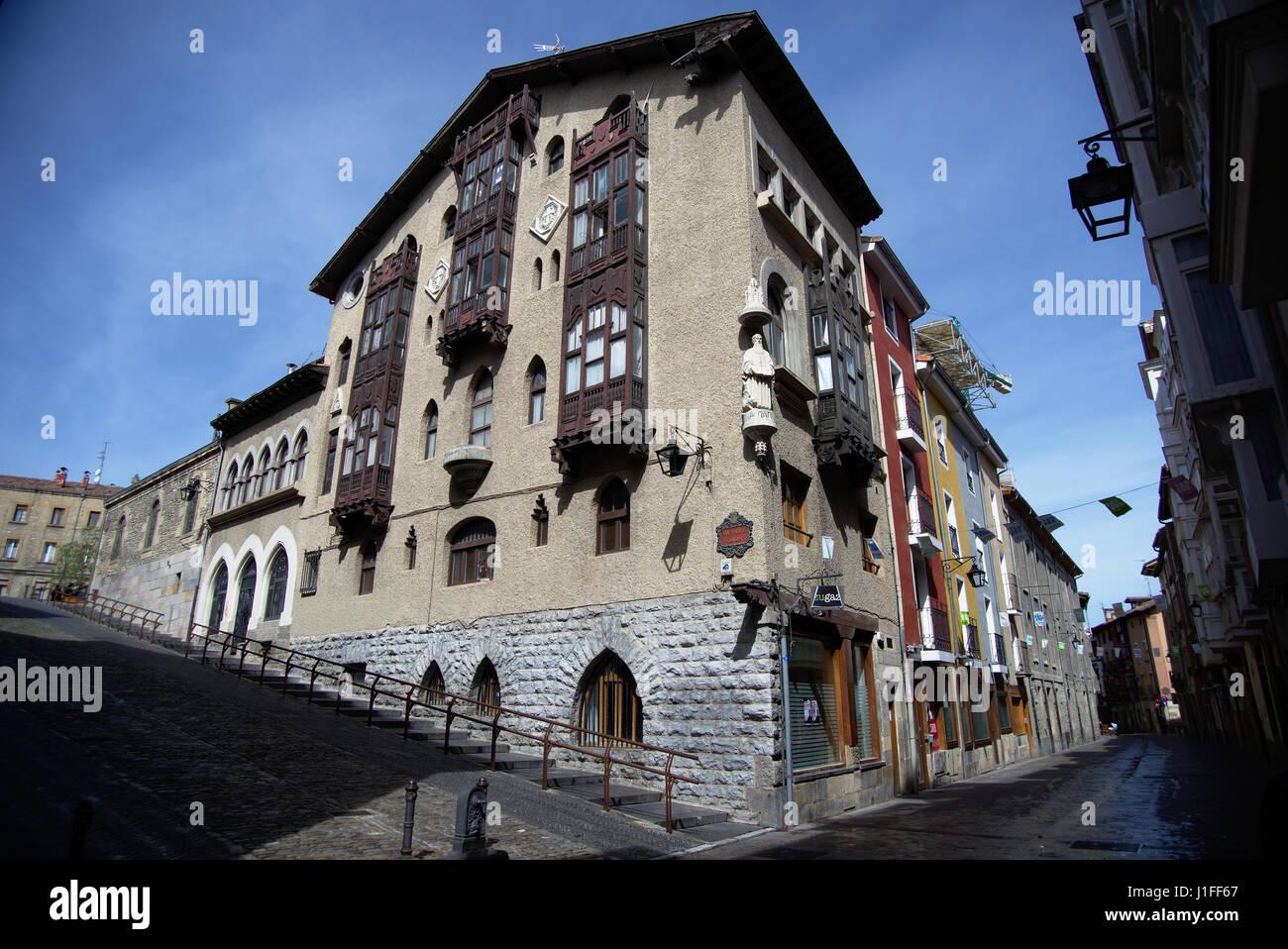 Fachada de la casa cerca de la catedral, en una calle céntrica de Vitoria-Gasteiz, Alava, País Vasco, Imagen De Stock