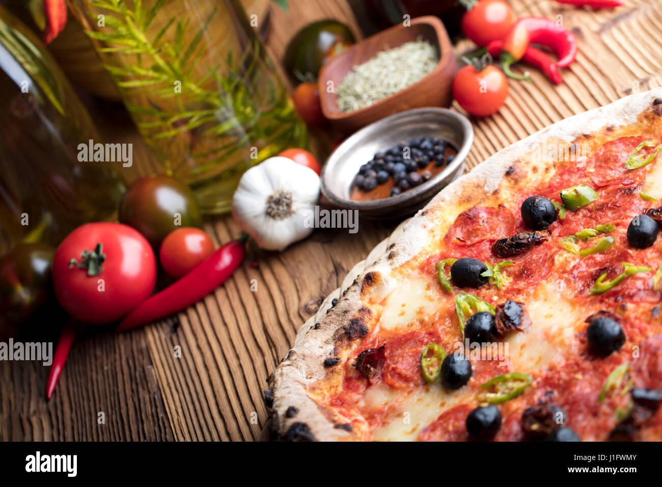 Concepto de comida italiana, romero, aceite de oliva, comida sana Imagen De Stock