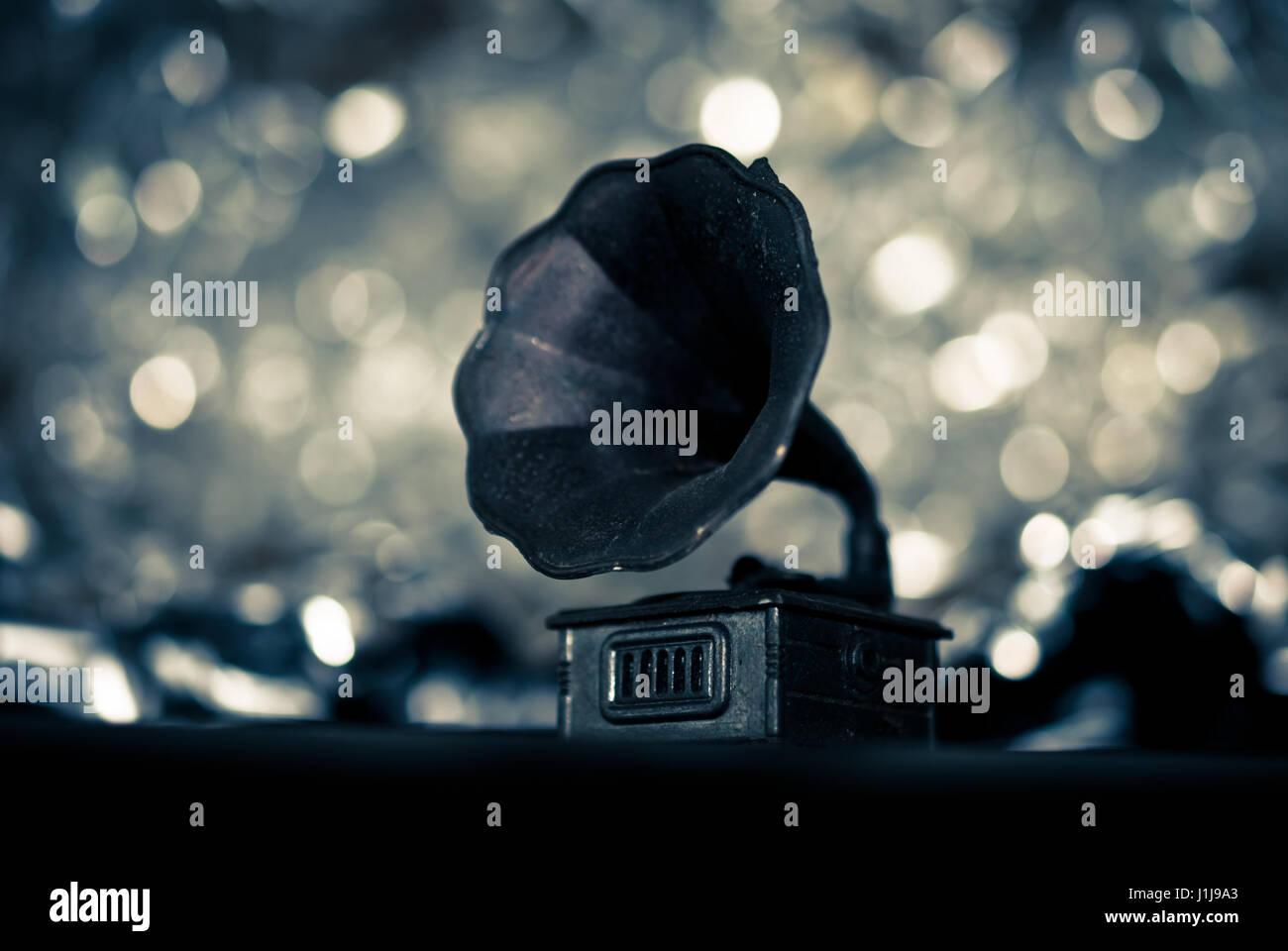En primer plano el fonógrafo tocadiscos con bokeh fondos Imagen De Stock