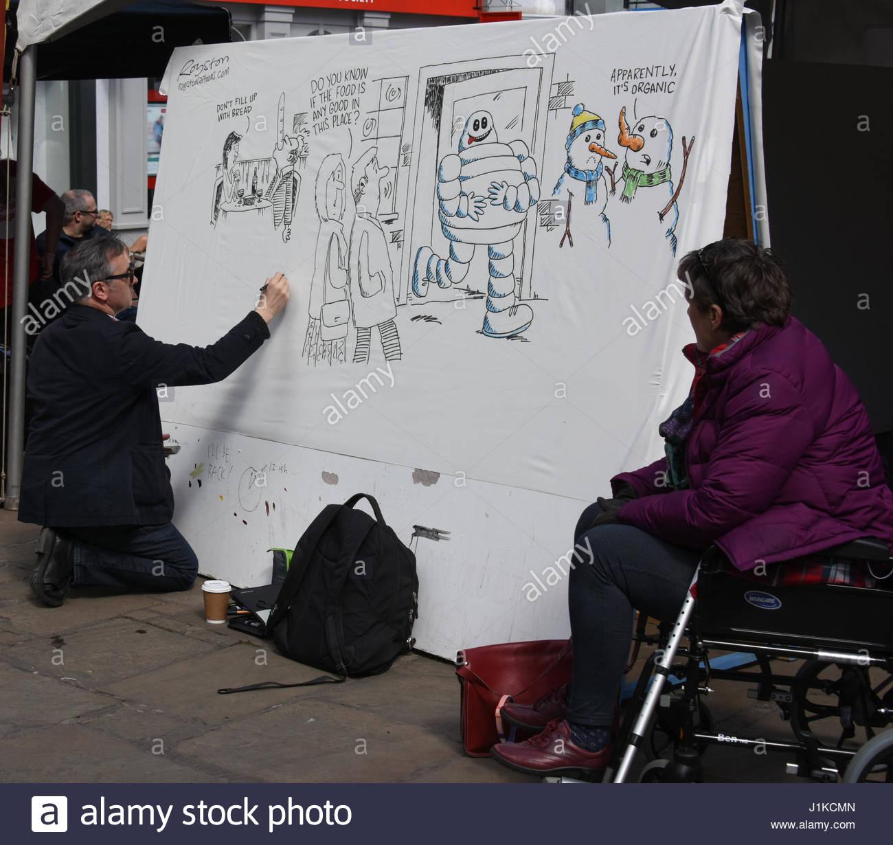 Shrewsbury, Shropshire. 22nd, abril de 2017. Los visitantes de la plaza histórica de Shrewsbury fueron tratados Imagen De Stock