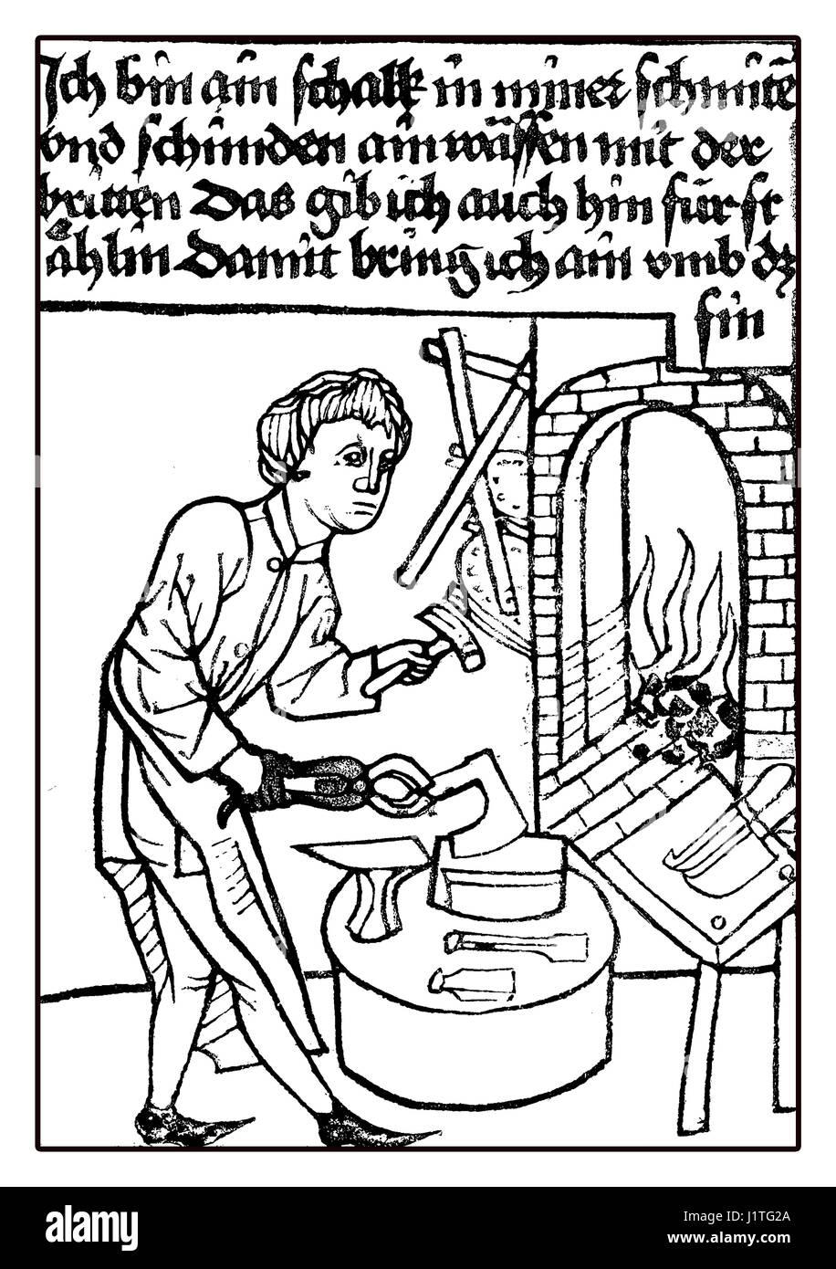 Siglo XV: un traicionero armero trabaja en Forge,imagen medieval Imagen De Stock