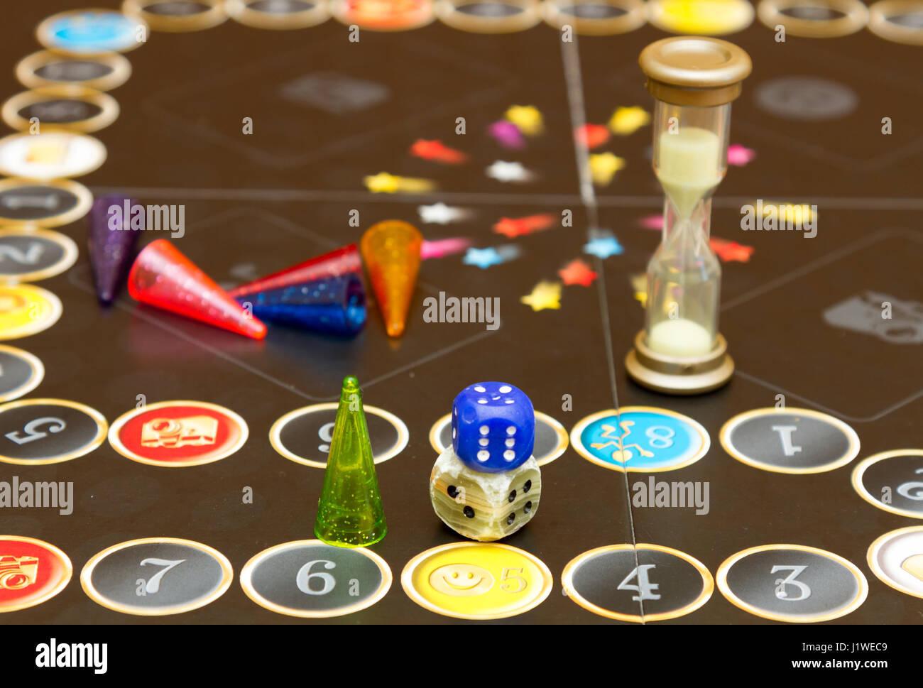 Azul Verde Y Rojo Fichas De Plastico Dados Y Juegos De Mesa Para