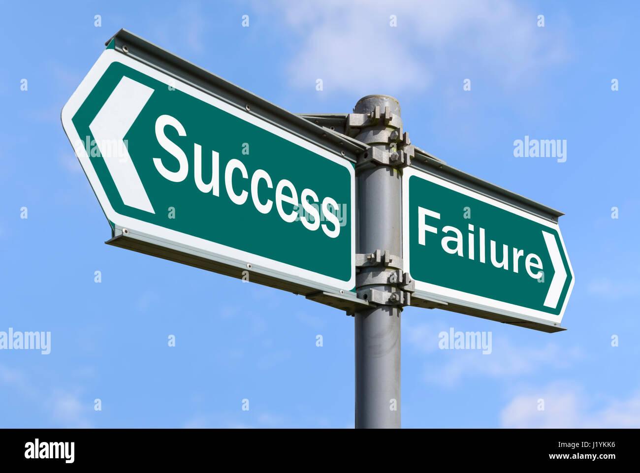 El éxito y el fracaso concepto signo apuntando en direcciones opuestas. Foto de stock