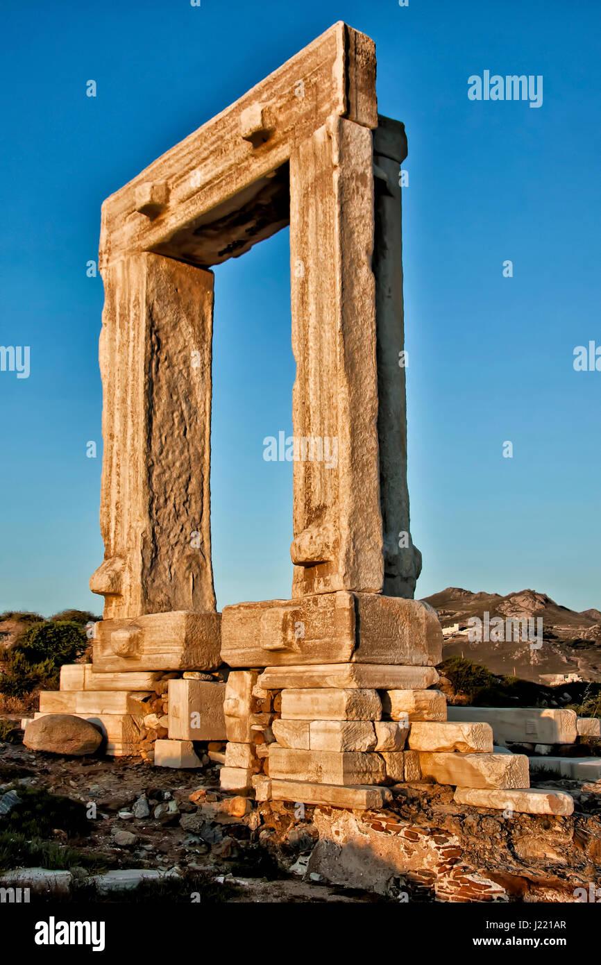 Emblema de la isla de Naxos - Cyclades Grecia Portara Gate Imagen De Stock