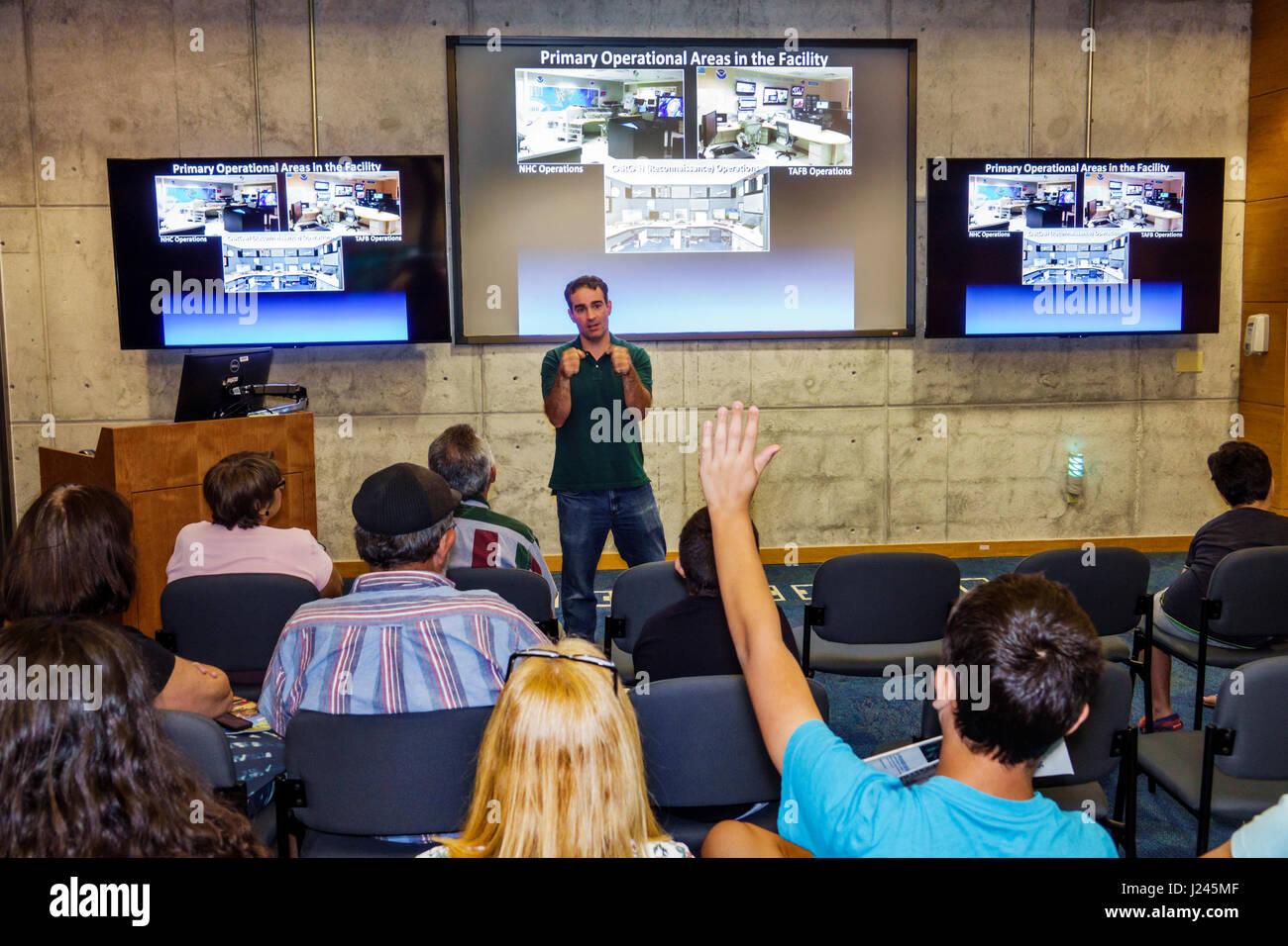 Centro Nacional de Huracanes de Miami Florida Servicio Meteorológico Nacional de la NOAA NHC open house presentación Imagen De Stock