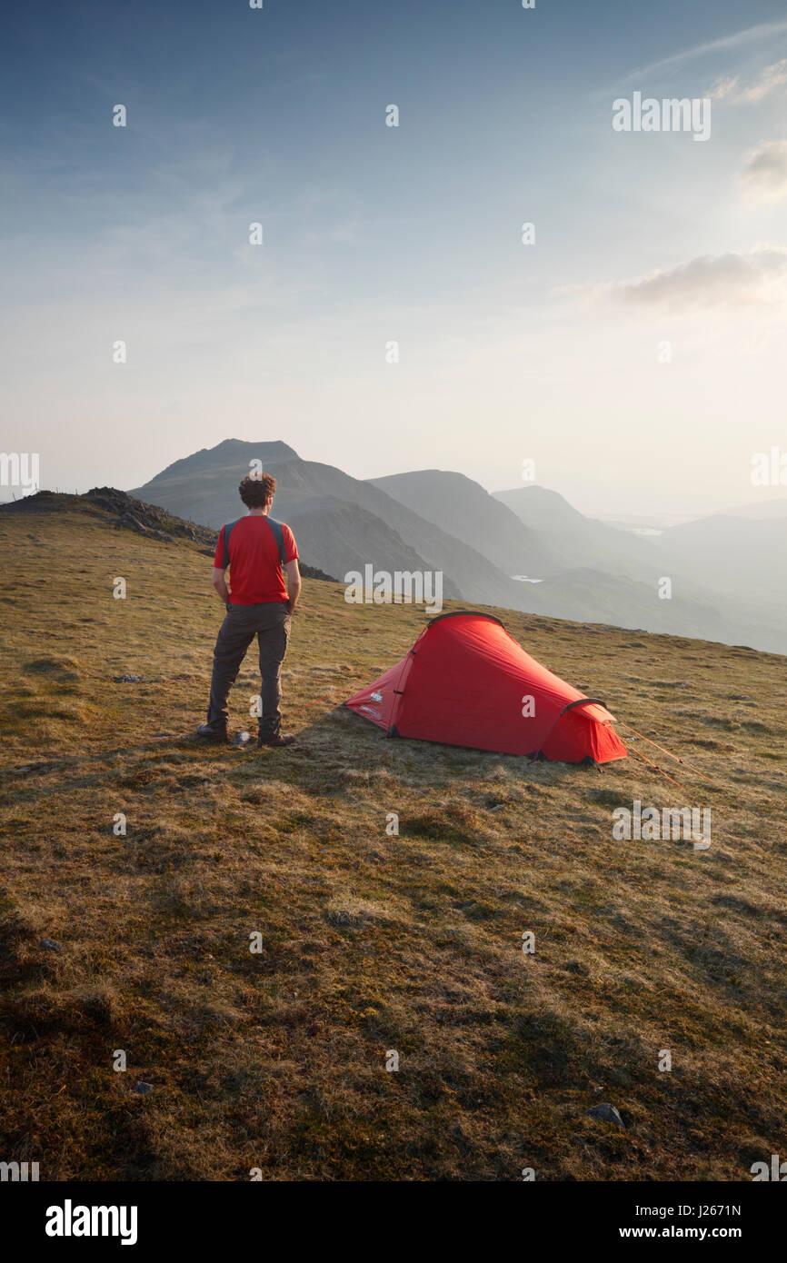 Camping Salvaje en Mynydd Moel, parte del macizo de Cadair Idris. El Parque Nacional de Snowdonia. País de Imagen De Stock
