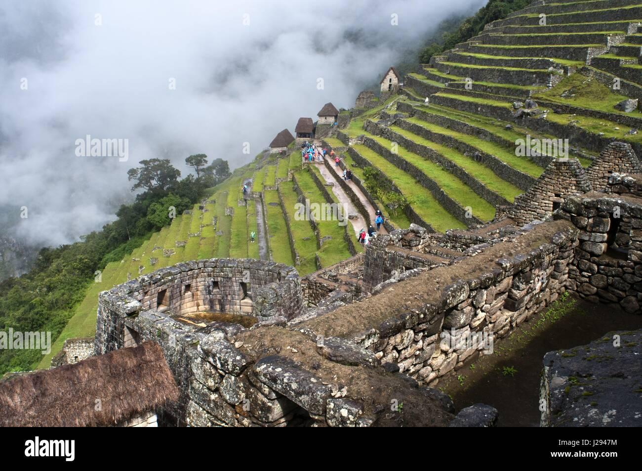Terrazas En El Interior Del Complejo Arqueológico De Machu