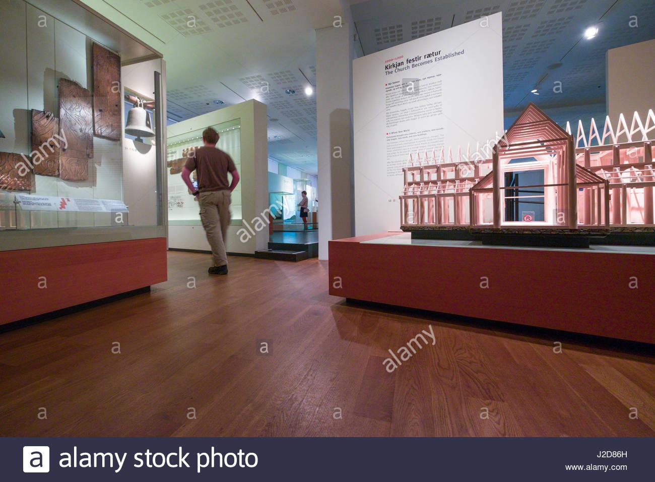 Exposiciones y muestras en el interior del Museo Nacional de Islandia, Þjóðminjasafn Íslands, Miðborg, Reikiavik, Foto de stock