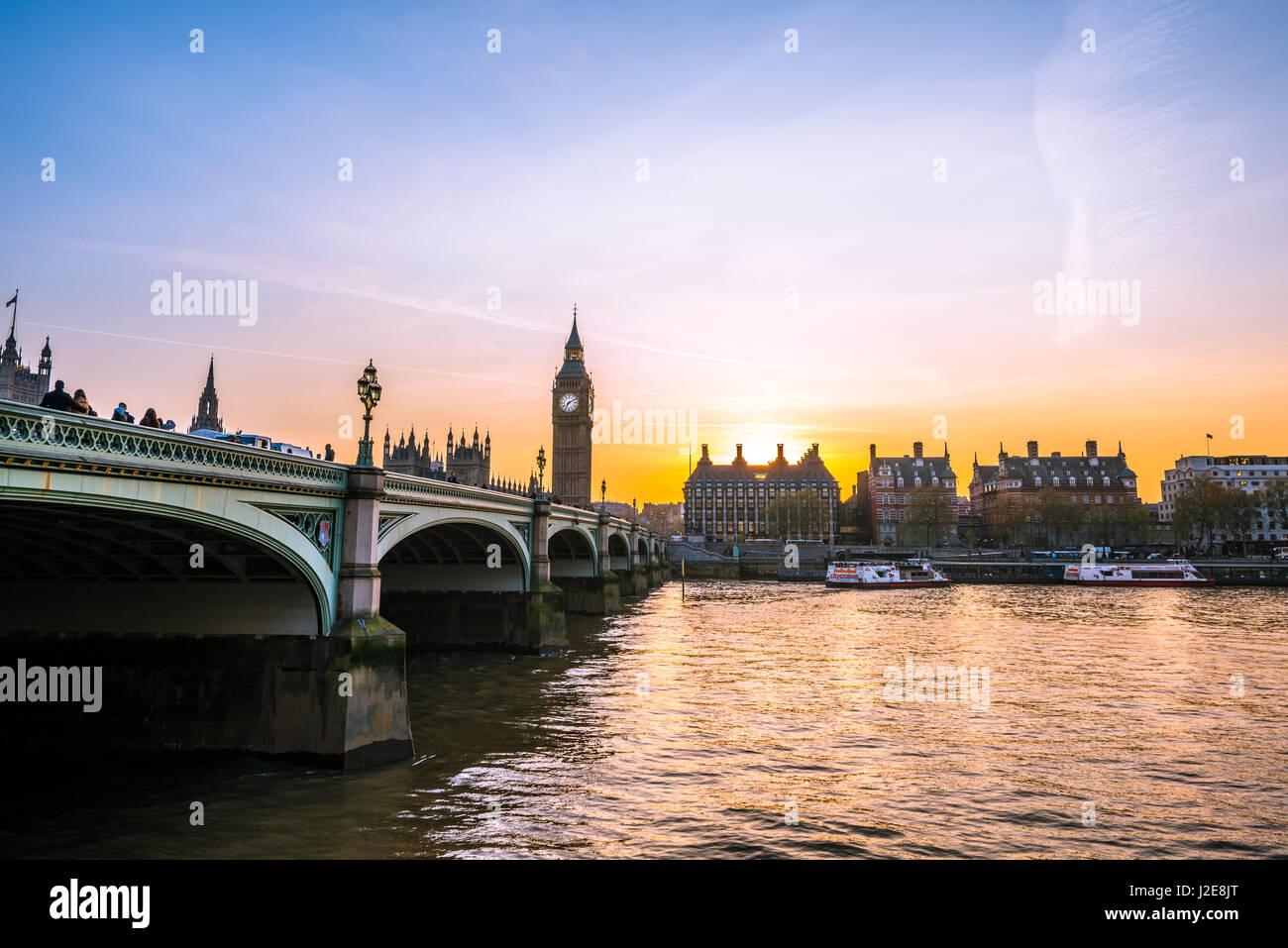 El Big Ben, el anochecer, luz nocturna, Puesta de sol, las Casas del Parlamento, el puente de Westminster, el Támesis, Foto de stock