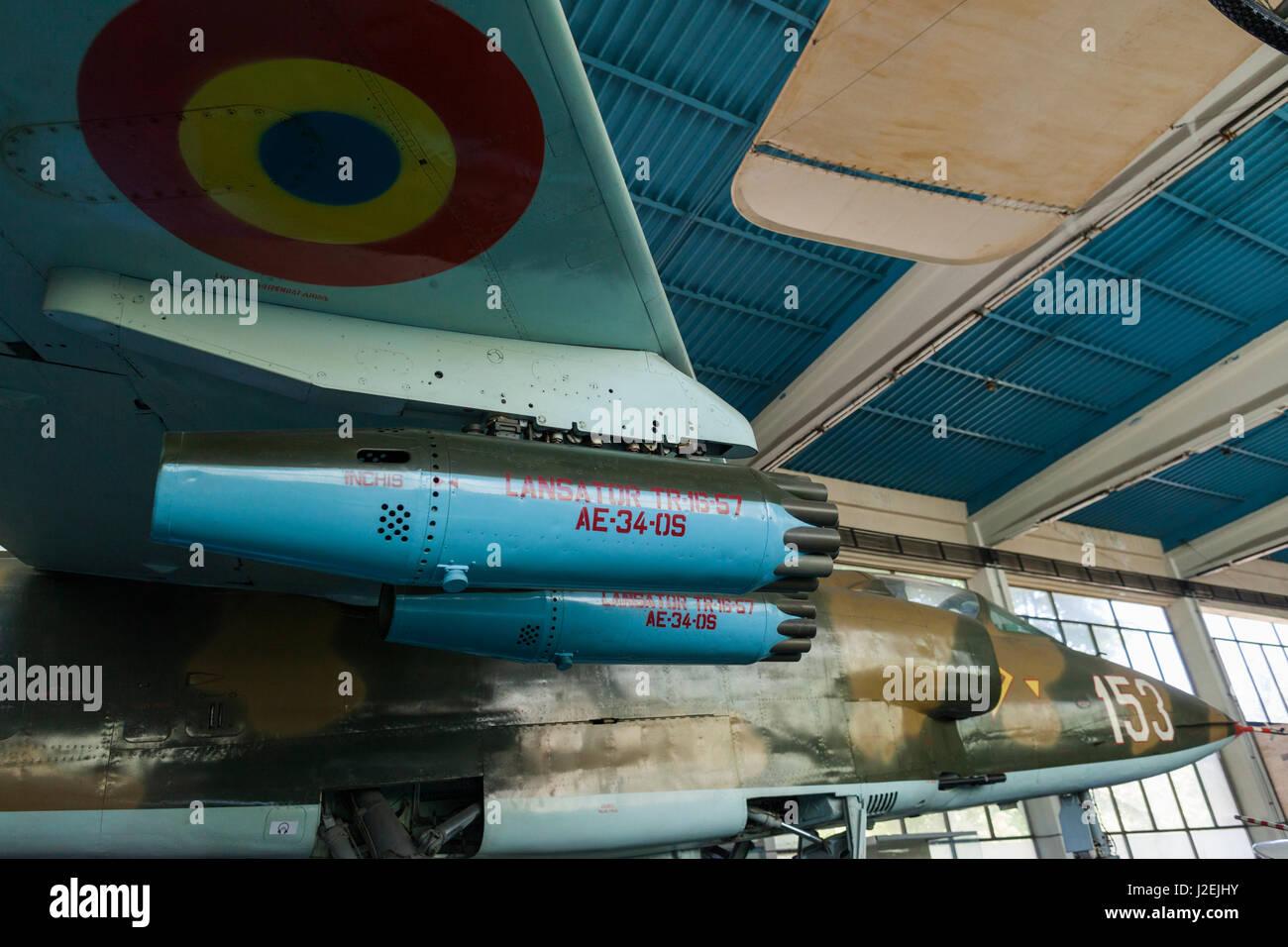 Rumania, Bucarest, el museo militar nacional, Rumano construido, la guerra fría, la IAR-93 Buitre, aeronaves Imagen De Stock