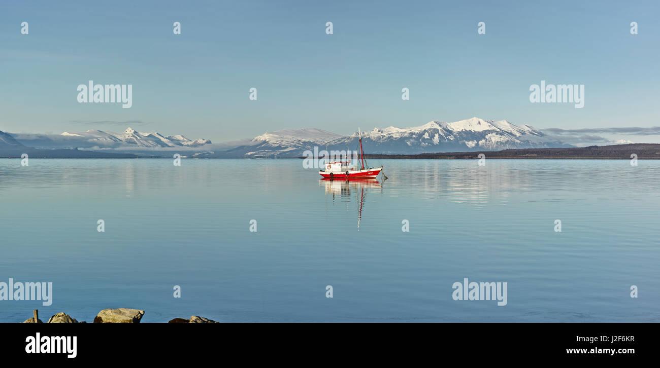 Paisaje con el sonido Seno Ultima Esperanza en invierno Imagen De Stock
