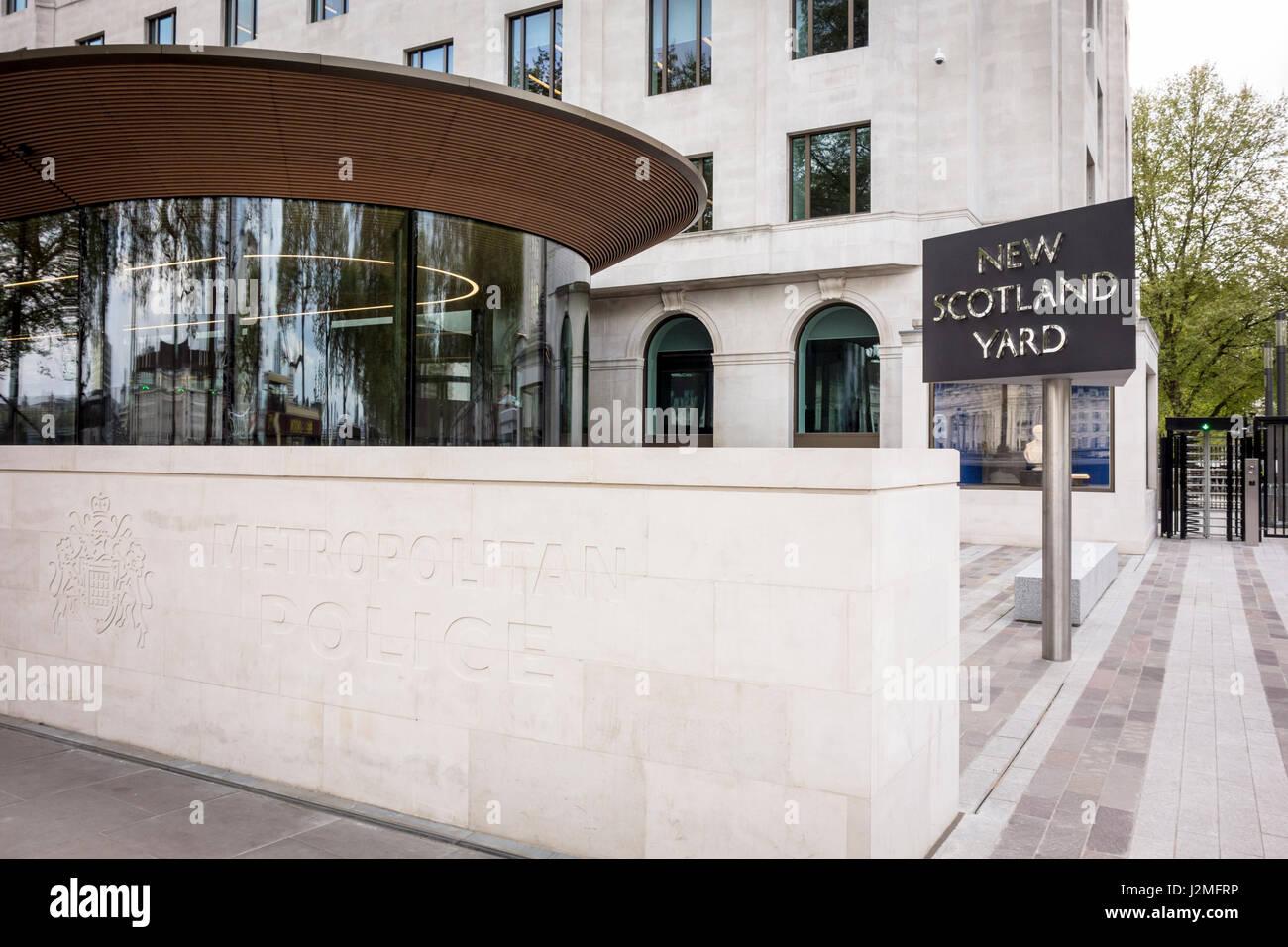 El Servicio de Policía Metropolitana nueva sede en Victoria Embankment (Curtis Green Building) con el New Scotland Foto de stock
