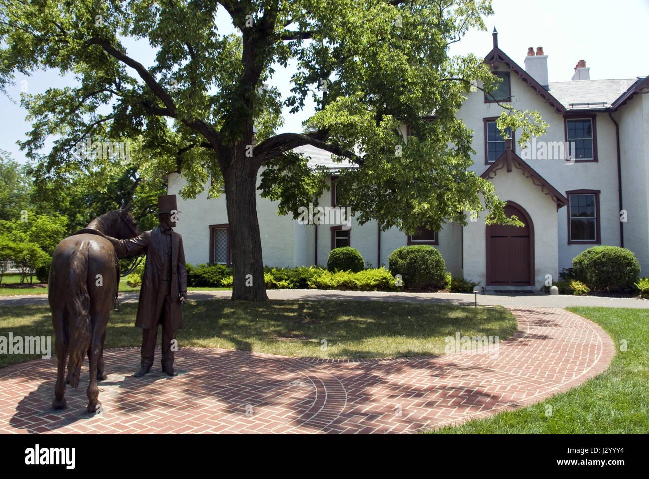 Una estatua de bronce del Presidente Lincoln en el Lincoln's Cottage, monumento nacional en la ex 'Soldiers' Home', Washington, DC. Foto de stock
