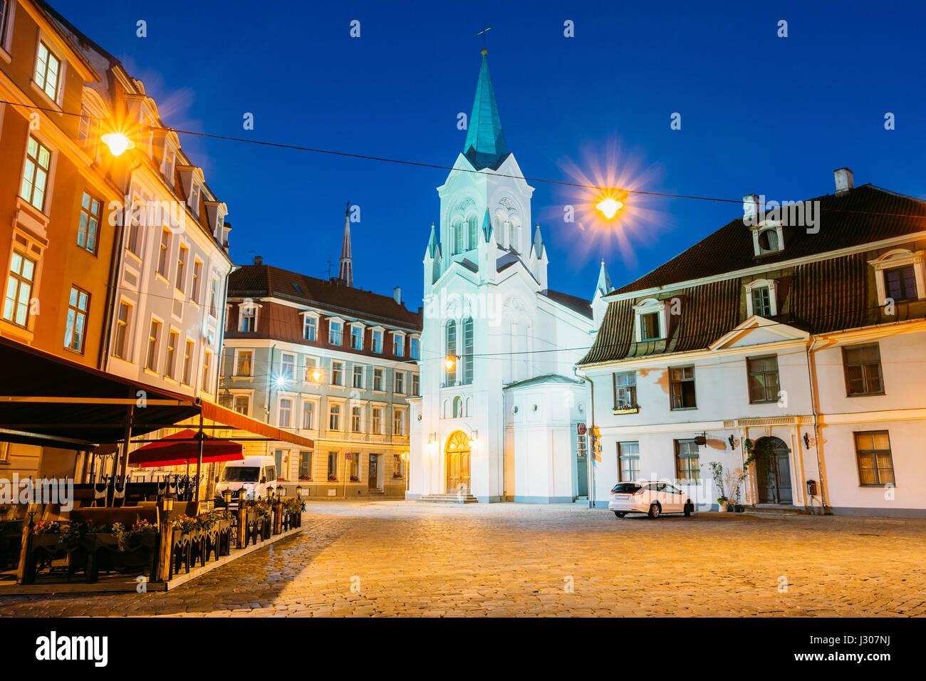 Riga, Letonia. Fachada principal de la Virgen de las Angustias o la iglesia de Nuestra Señora de los Dolores, Imagen De Stock