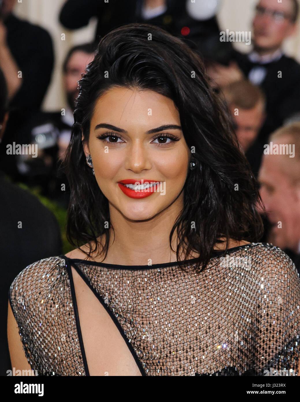 Nueva York, NY, EUA. El 1 de mayo de 2017. Kendall Jenner. 2017 Metropolitan Museum of Art Costume Institute gala Imagen De Stock