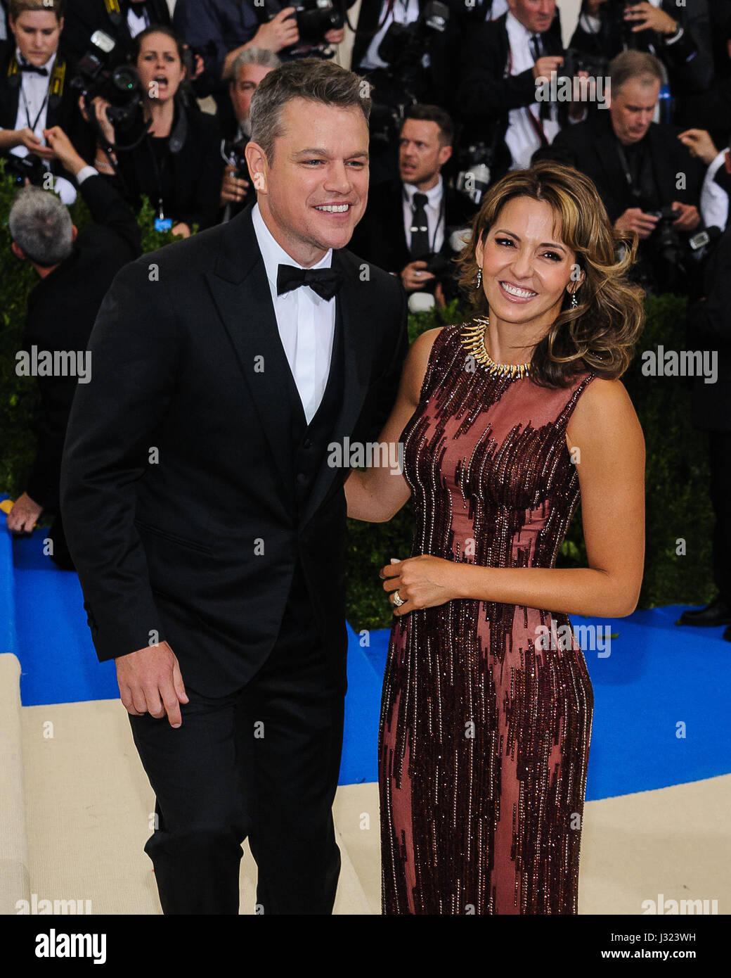 Nueva York, NY, EUA. El 1 de mayo de 2017. Matt Damon, Luciana Barroso. 2017 Metropolitan Museum of Art Costume Imagen De Stock
