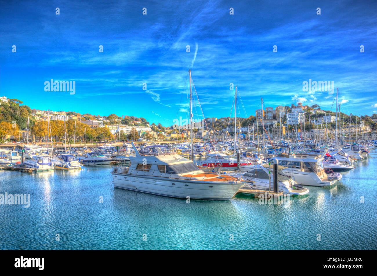 Torquay Devon marina con barcos y yates en el hermoso día en la Riviera Inglesa en coloridos HDR Imagen De Stock