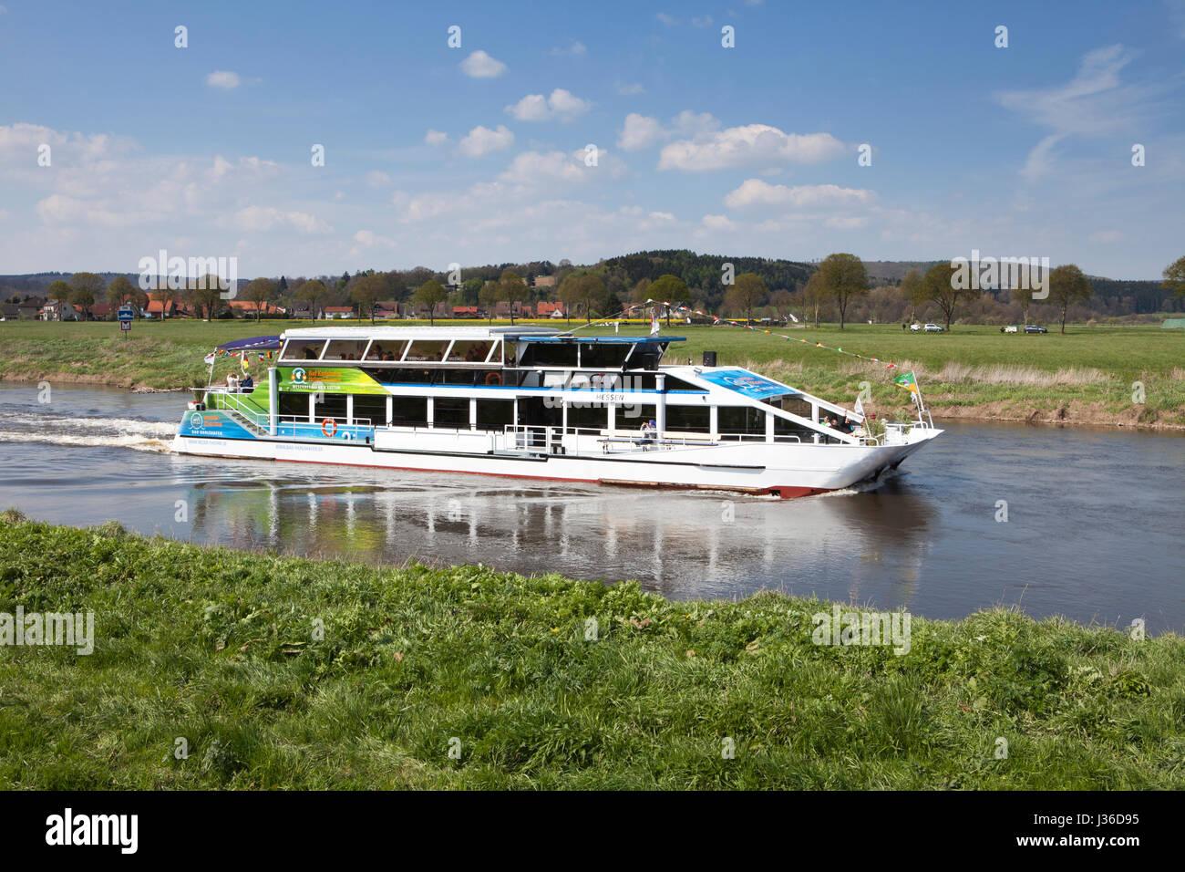 Viaje en barco por el río Weser cerca Oberweser, entre Gewissenruh, Wahmbeck, Weser Uplands, Weserbergland, Imagen De Stock