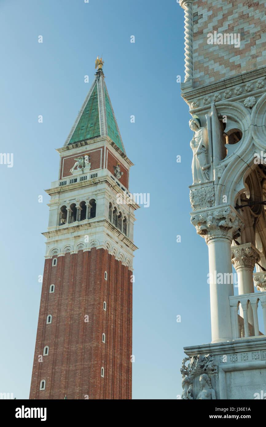 El Campanile di San Marco en Venecia. Imagen De Stock