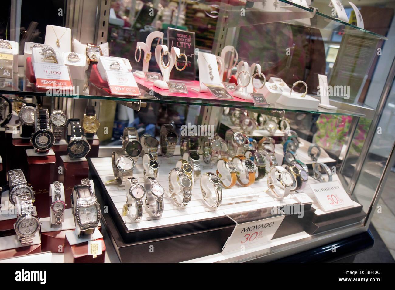 5dfe6502986f Venta De Joyas Imágenes De Stock   Venta De Joyas Fotos De Stock - Alamy