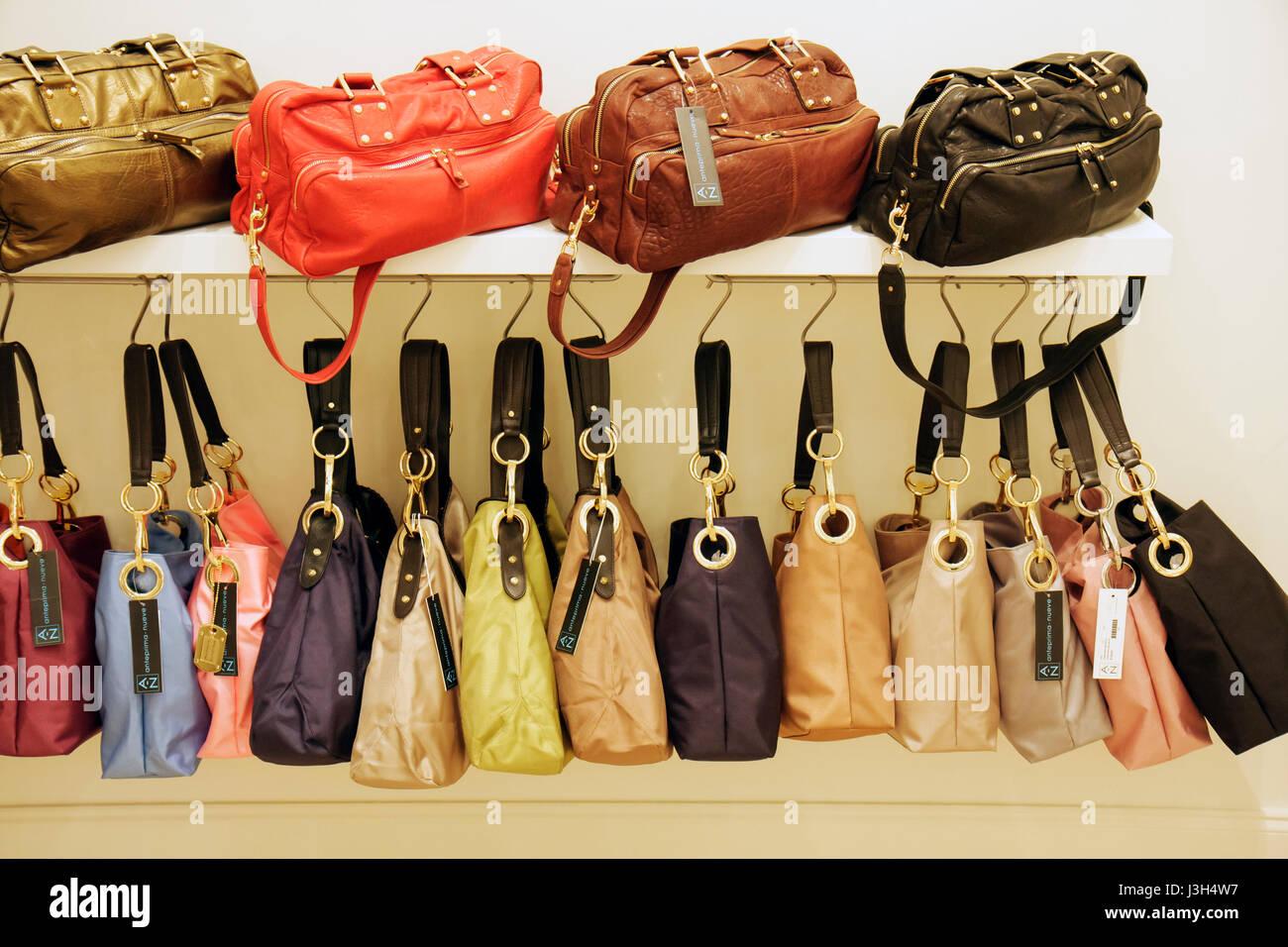5d173ed2f Miami Beach, Florida, Washington Avenue boutique tienda diseñador de bolsos  de mano tienda mostrar bolsos de cuero Bolsos de compras minoristas col  lienzo