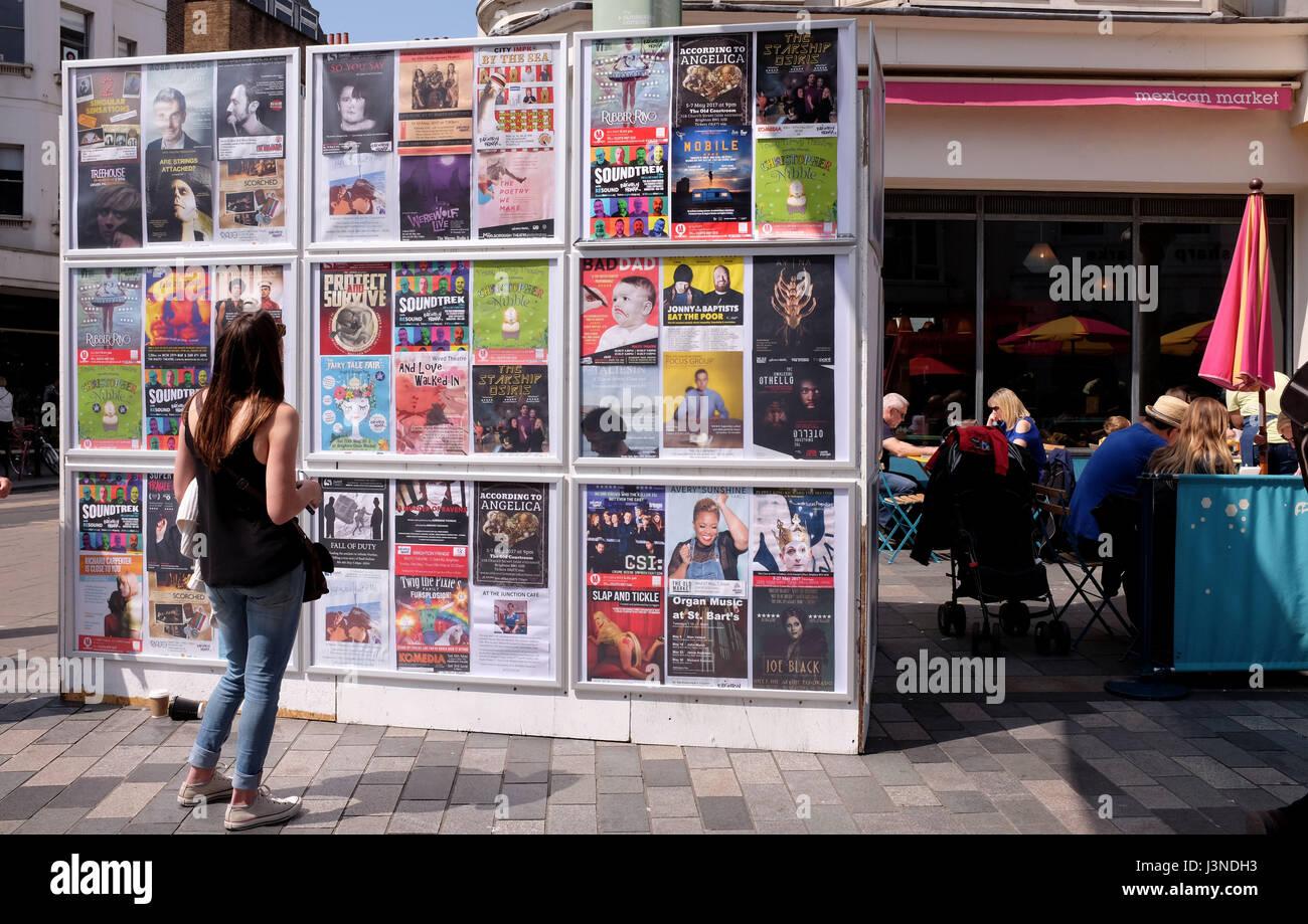 Brighton, Reino Unido. El 6 de mayo, 2017. La información en la pared de la ciudad de Brighton Festival Fringe Eventos hoy Credit: Simon Dack/Alamy Live News Foto de stock