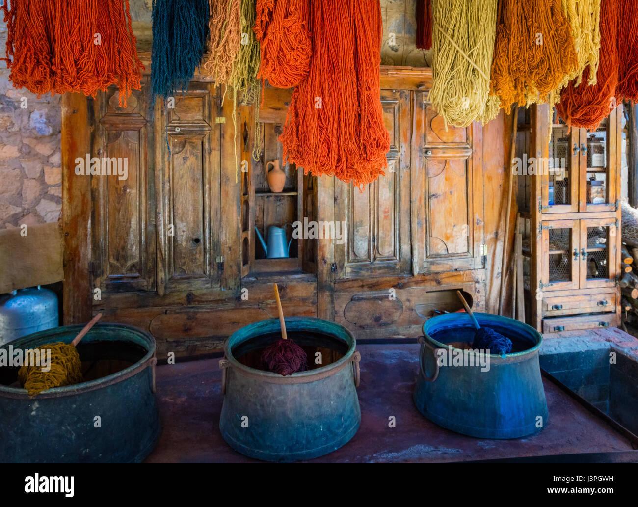 Hilados y tintes para alfombra decisiones en Turquía Foto de stock