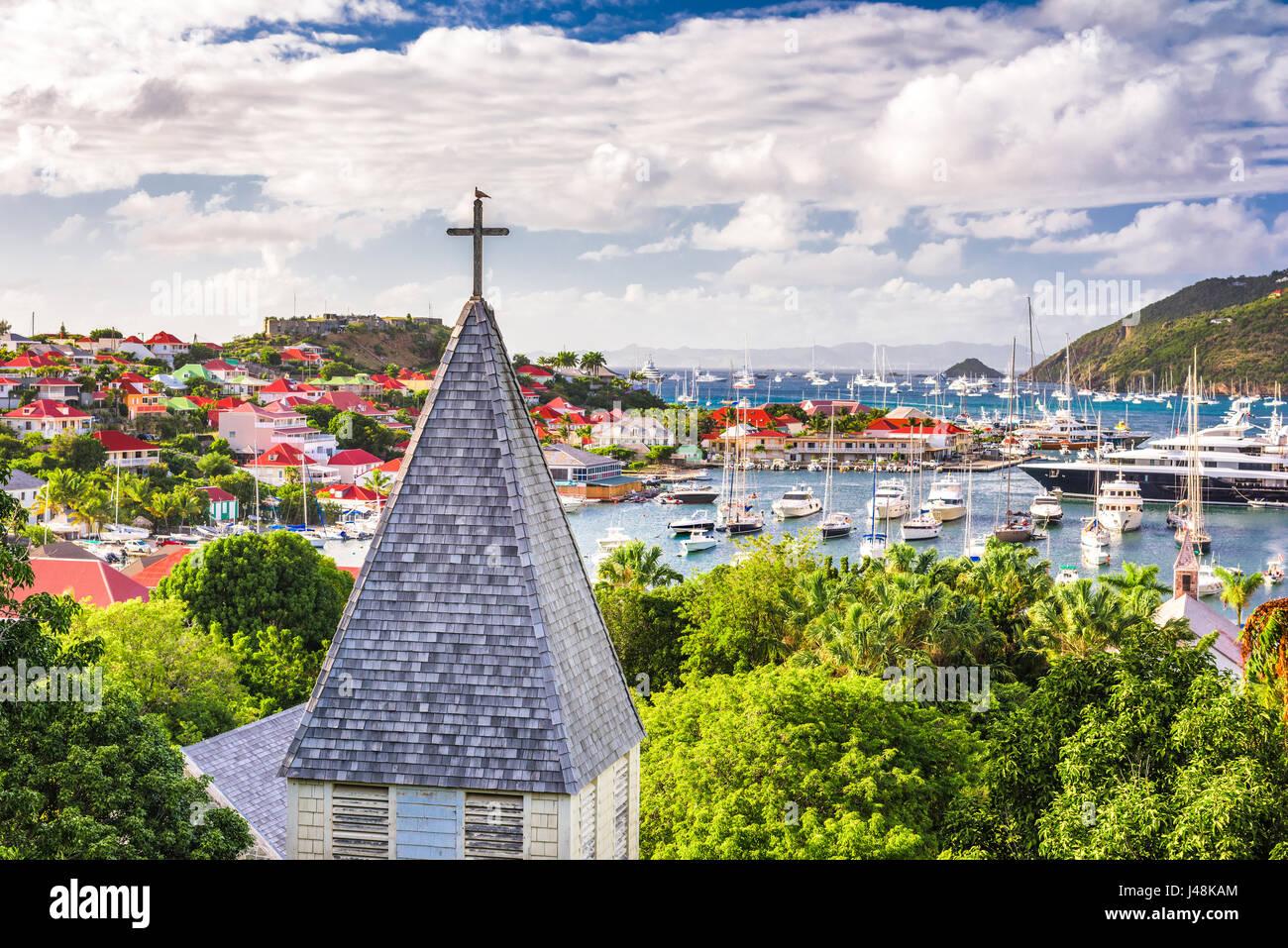 Saint Barthelemy Caribe Saint Barthelemy vista desde detrás de la Iglesia Anglicana. Foto de stock