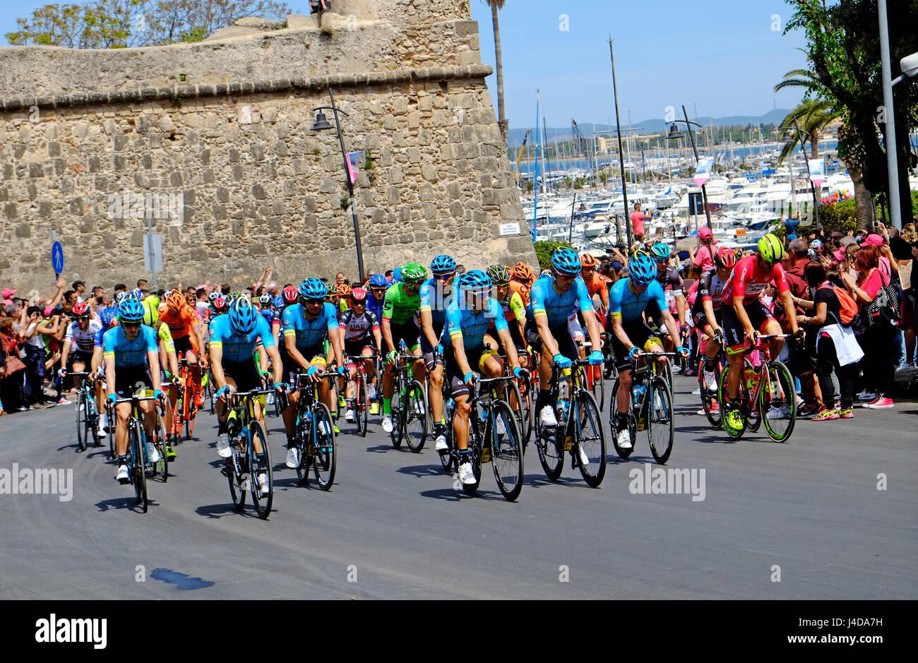 Comienzo del giro d'Italia, carrera ciclista, Alghero (Cerdeña, Italia) Imagen De Stock