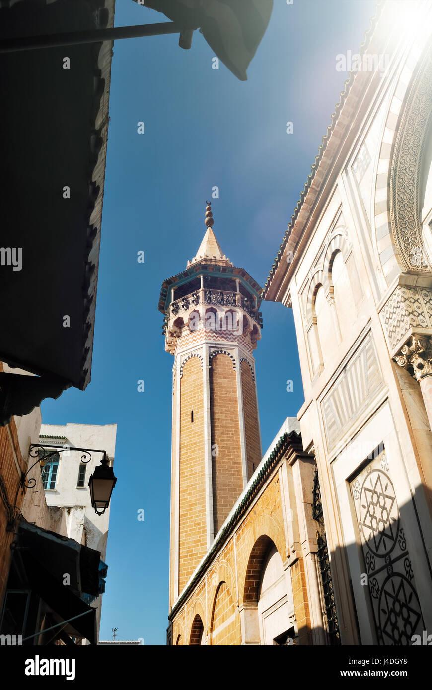 Minarete y la mezquita Hammuda Pachá n la Medina de la ciudad de Túnez, Túnez, África Imagen De Stock
