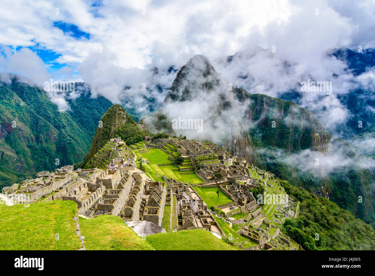 Descripción de Machu Picchu, la agricultura de terrazas, Wayna Picchu y de las montañas circundantes en Imagen De Stock