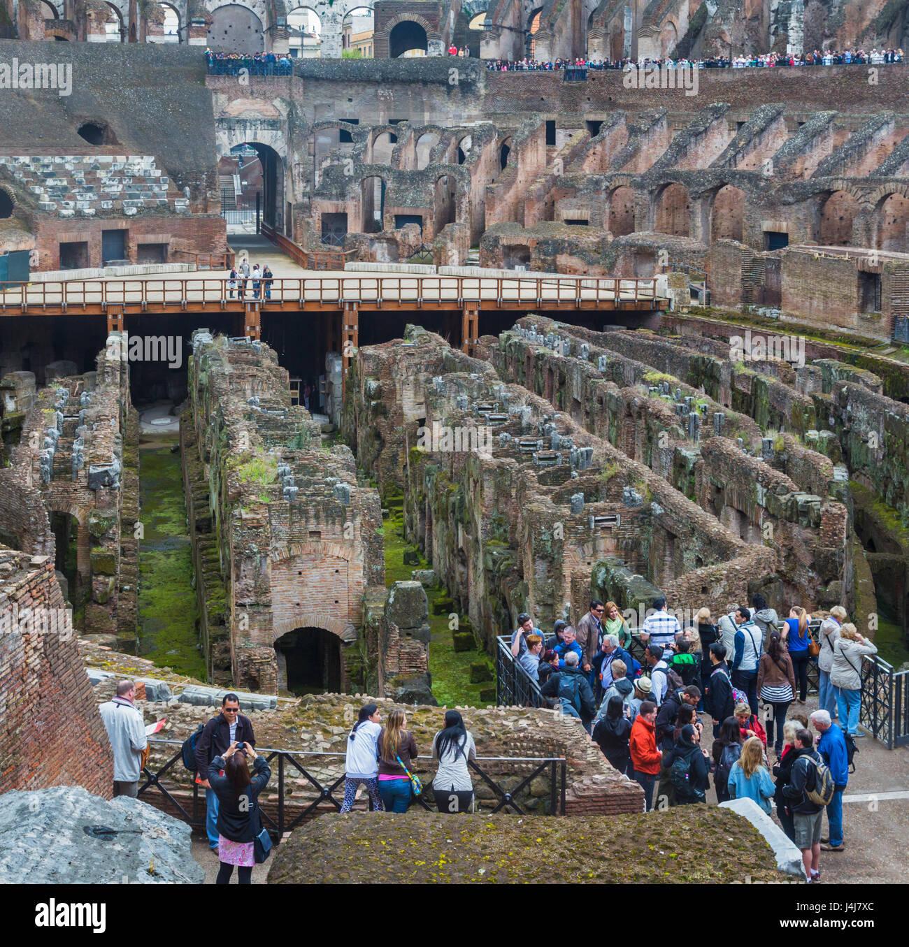 Roma, Italia. Interior del Coliseo. El centro histórico de Roma es un sitio del Patrimonio Mundial de la UNESCO. Imagen De Stock