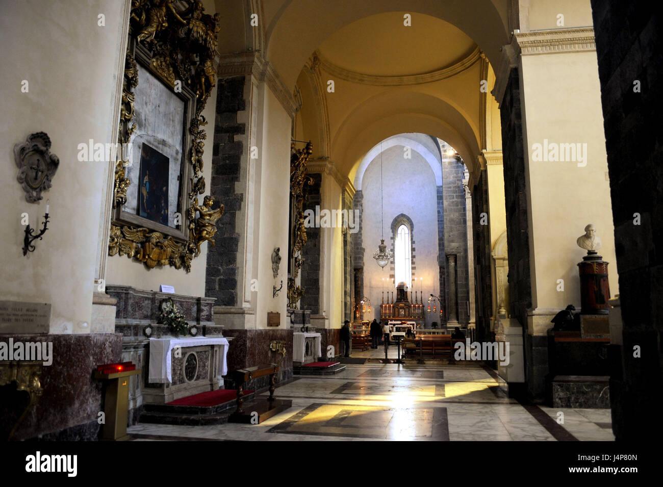 Cathedral interior catania sicily italy im genes de stock for La isla interior torrent