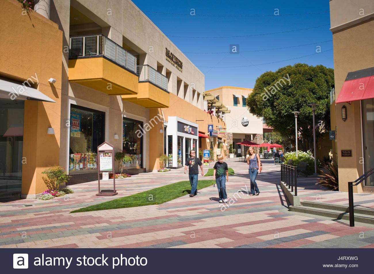 Paseo en la península centro comercial que ofrece tiendas de alta gama ec44c270ab9f