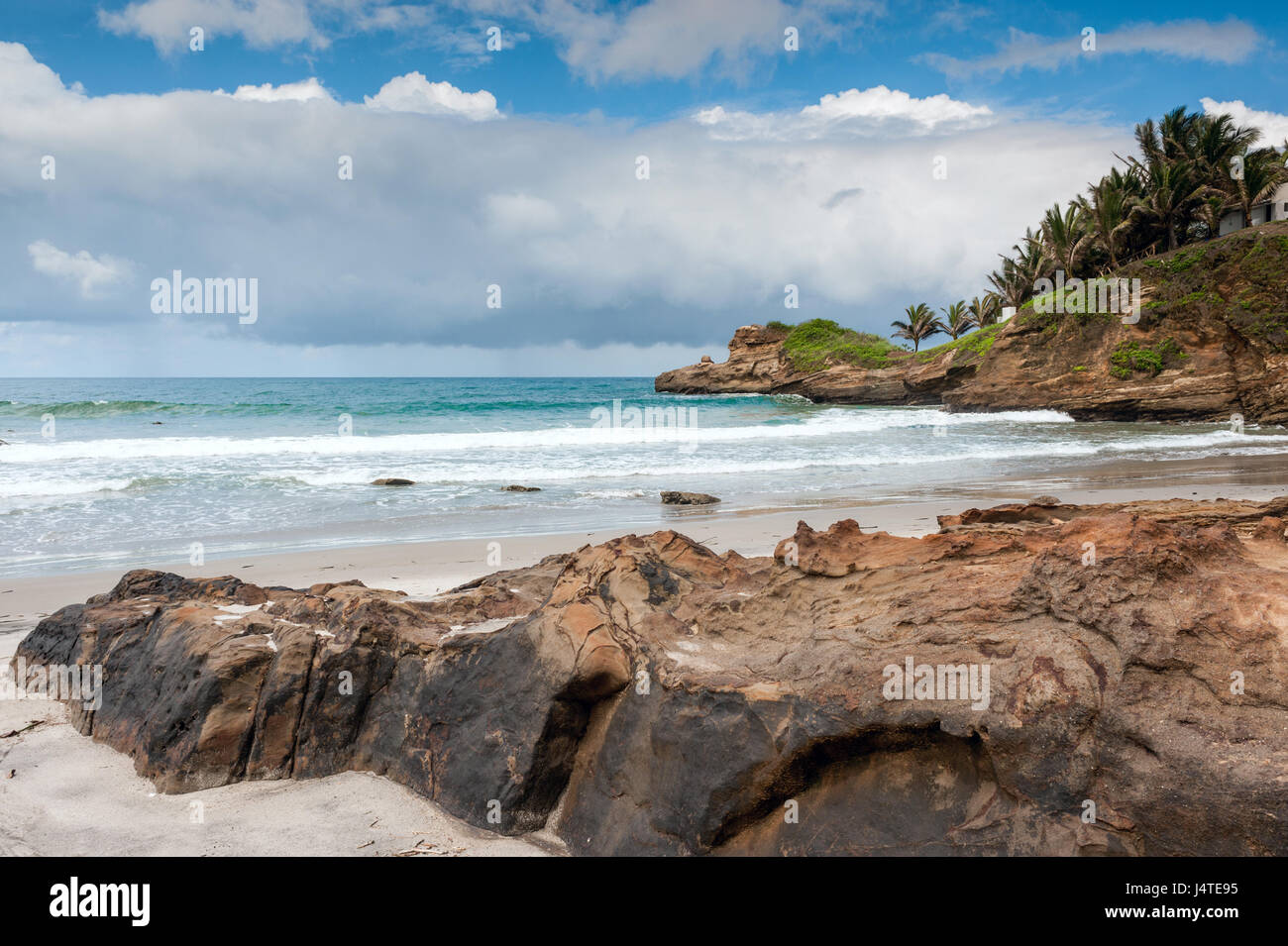 Pequeño y encantador pueblo pesquero de Mompiche, costa del Pacífico ecuatoriano Imagen De Stock