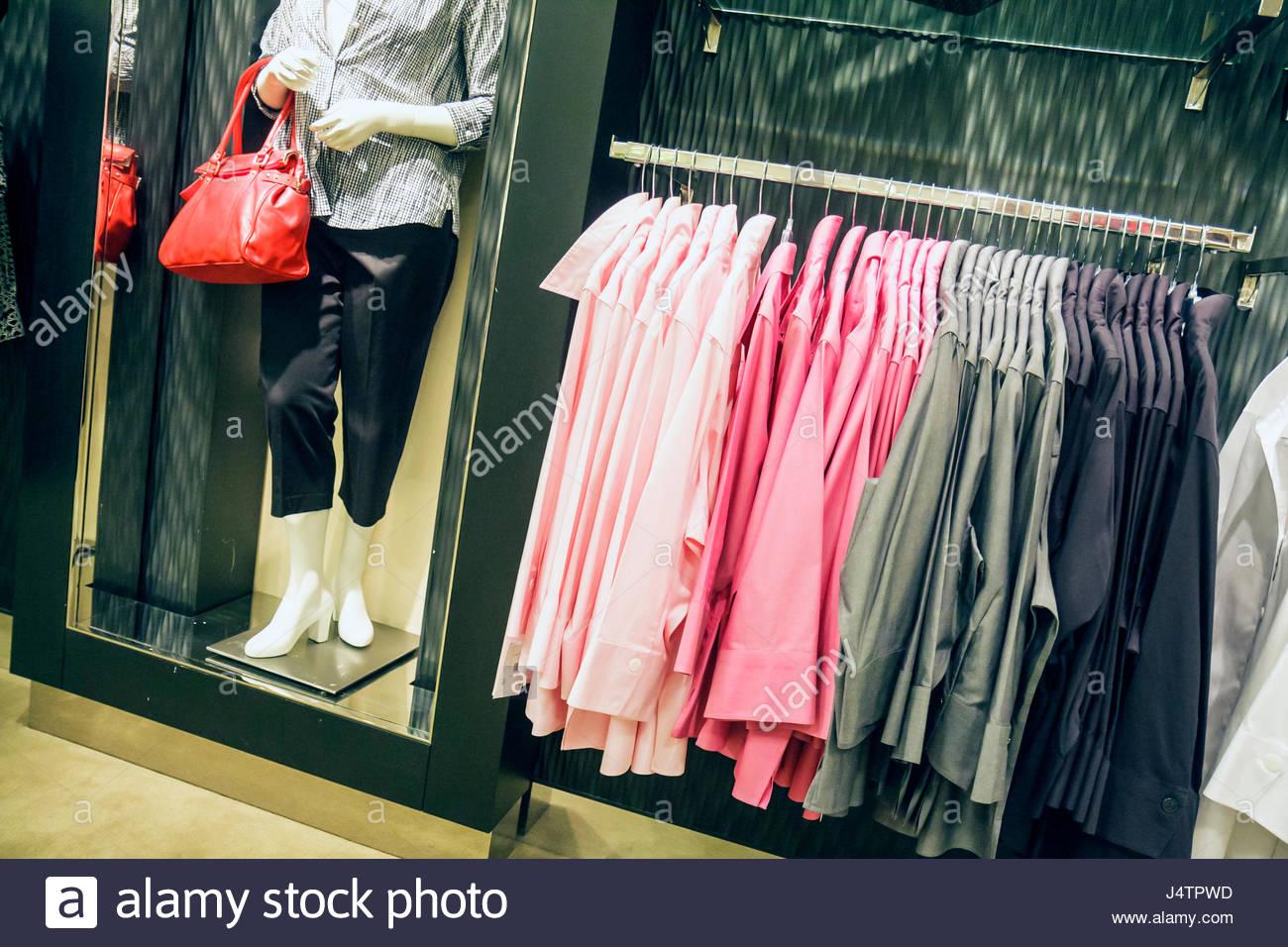 Mannequin In Top Shop Imágenes De Stock & Mannequin In Top Shop ...