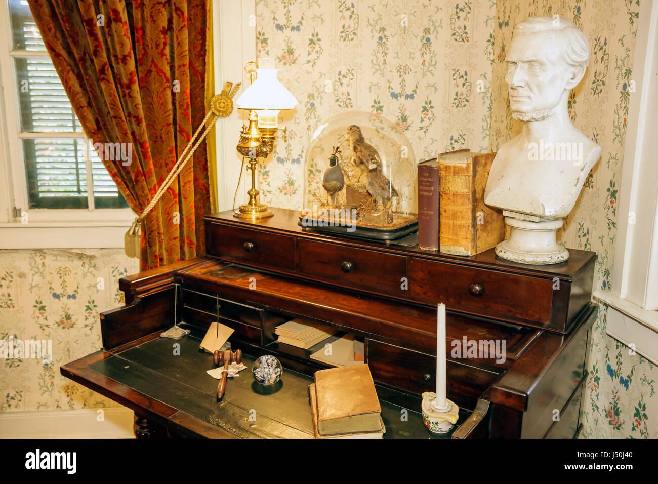 Alabama, AL, Sur, Condado de Montgomery, Montgomery, primera Casa Blanca de la Confederación, Jefferson Davis, Guerra Civil, escritorio, busto, interior, antiguo, qu Foto de stock