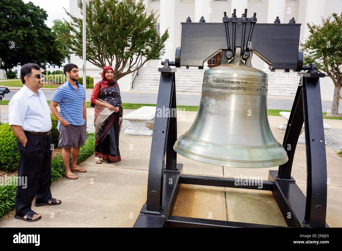 Alabama, AL, Sur, Condado de Montgomery, Montgomery, edificio del Capitolio del Estado, réplica de Liberty Bell, Asia Asian Etnia inmigrantes inmigrantes inmigrantes ínicos Foto de stock