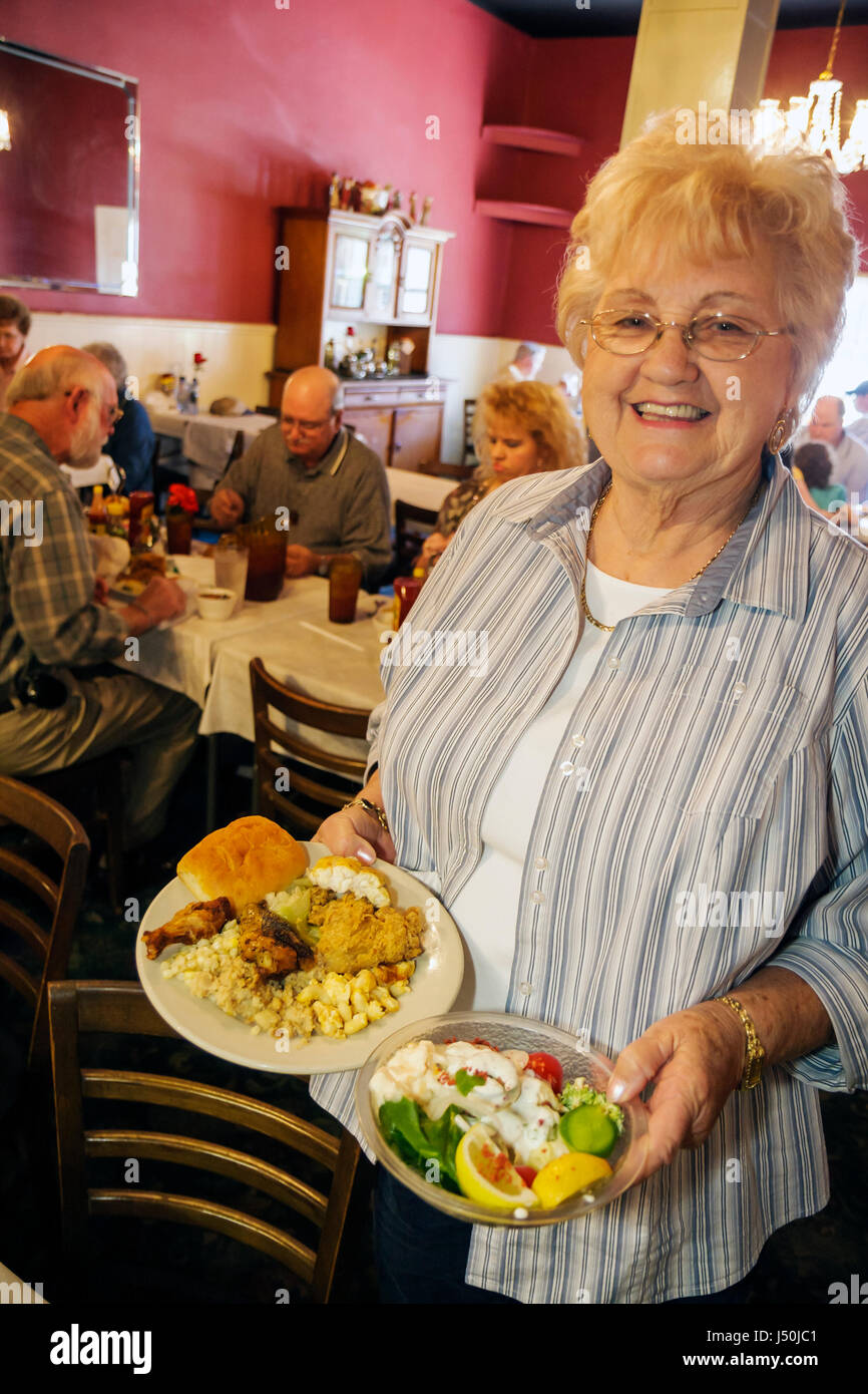 Alabama Tallasee Hotel Talisi almuerzo buffet mujer senior invitado ...