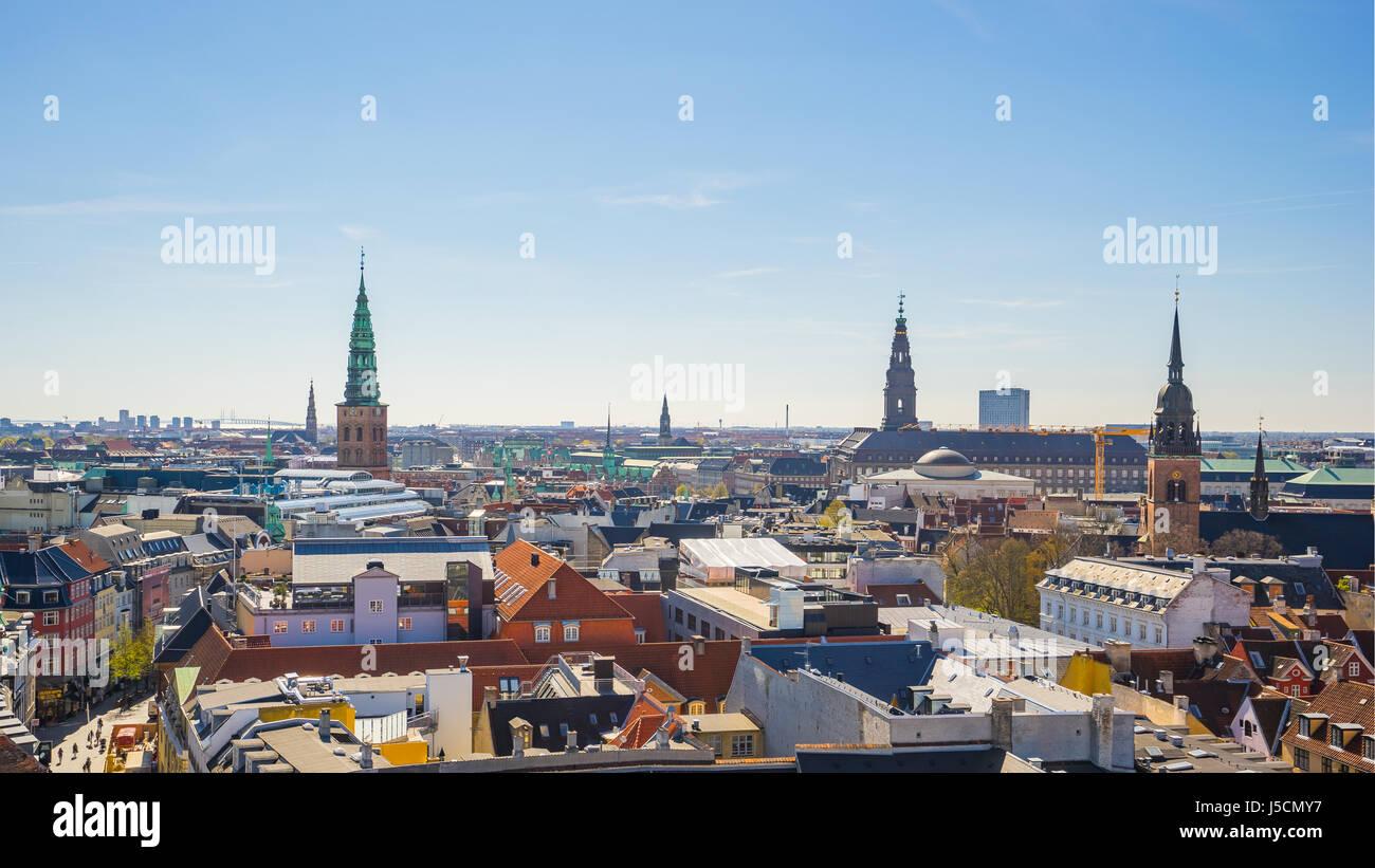 El horizonte de la ciudad de Copenhague en Copenhague, Dinamarca. Foto de stock