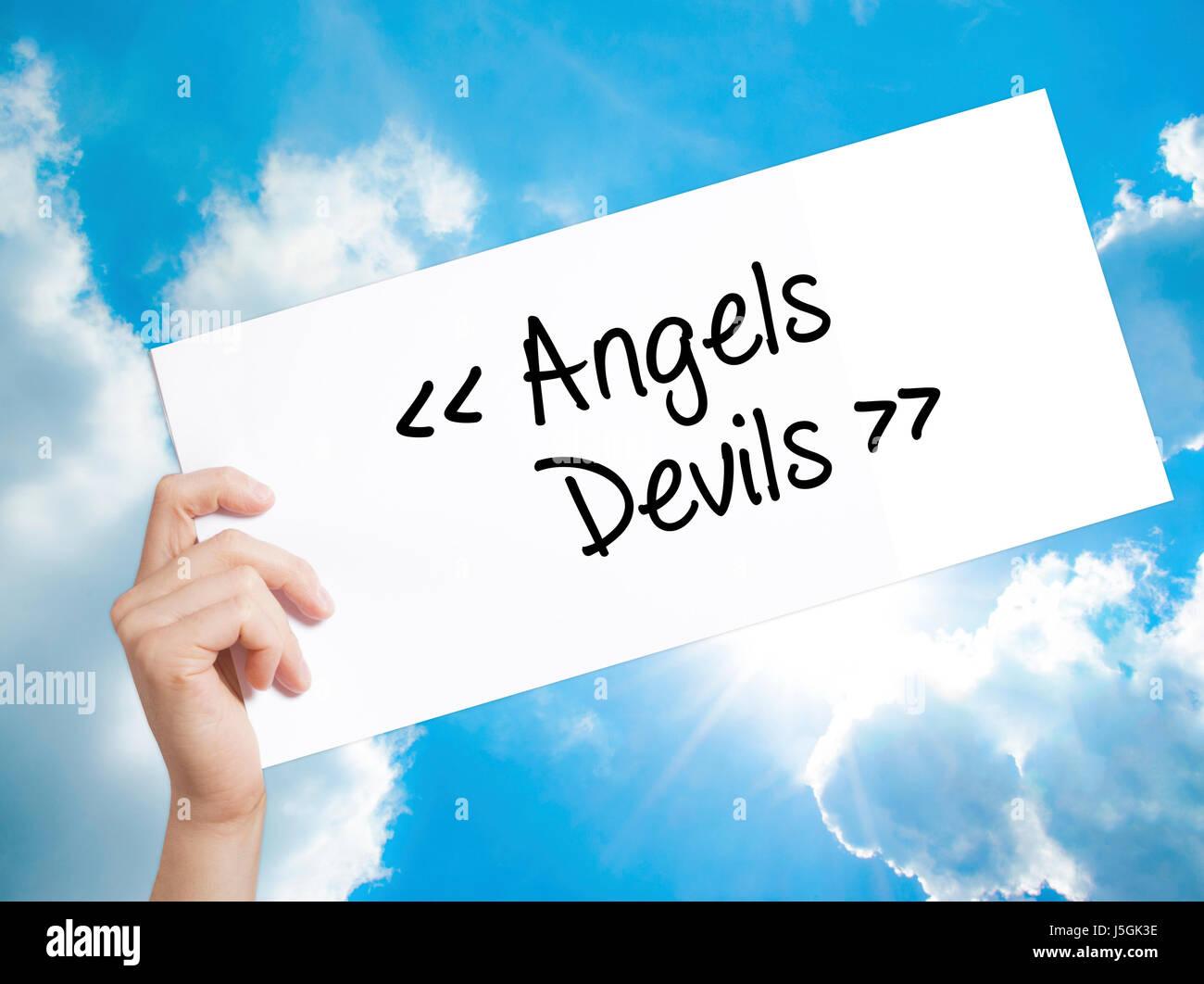 ángeles Demonios Firmar Sobre Papel Blanco Mano De Hombre