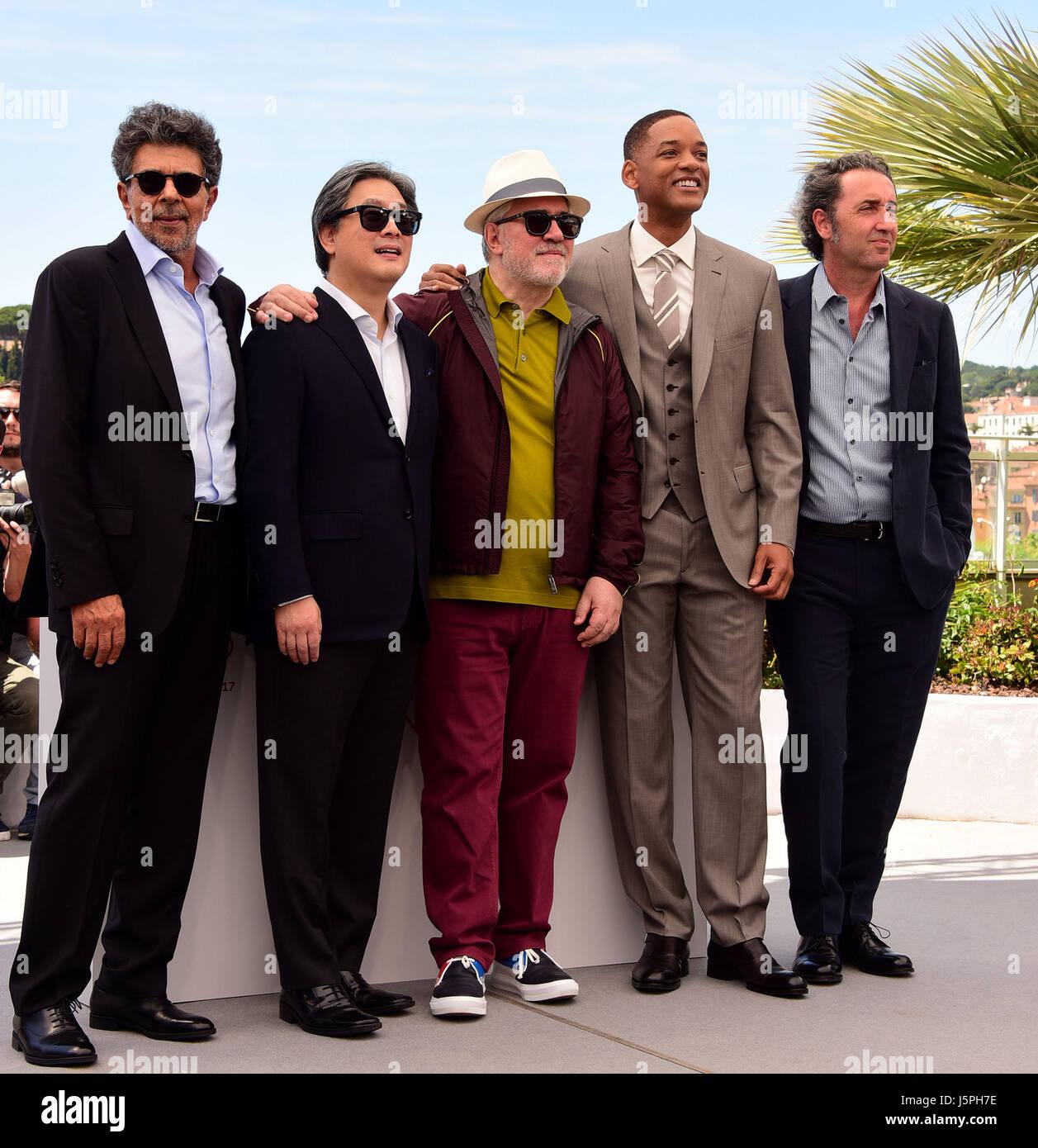Cannes, Francia. 17 de mayo de 2017. Yared Gabiel, Park Chan-Wook, Pedro Almodóvar, Will Smith, Paolo Sorrentino, Imagen De Stock