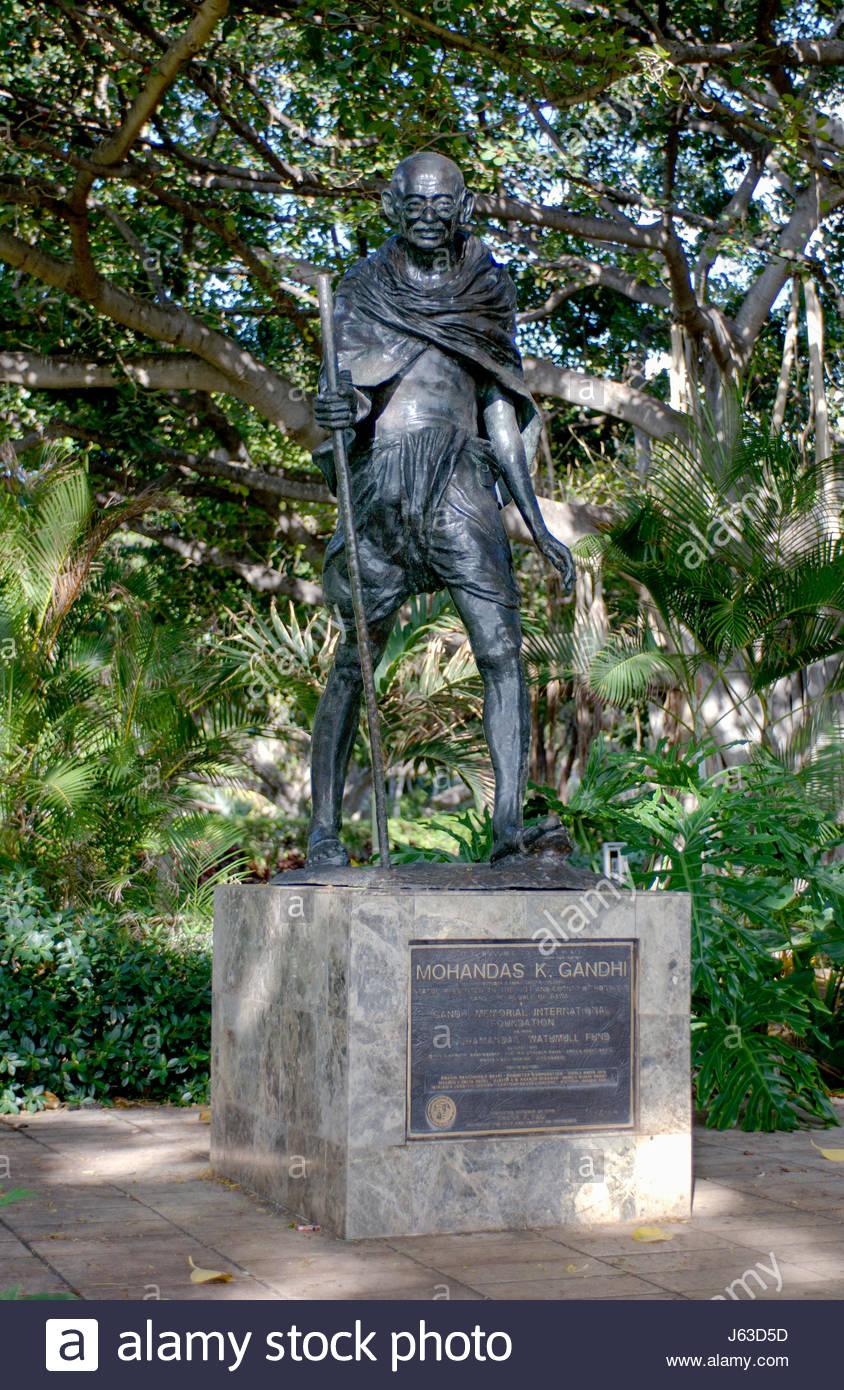 Estatua de Mohandas Karamchand Gandhi, Waikiki, Oahu, Hawaii, EE.UU., 1869-1948 Mohandas Karamchand Gandhi líder Foto de stock