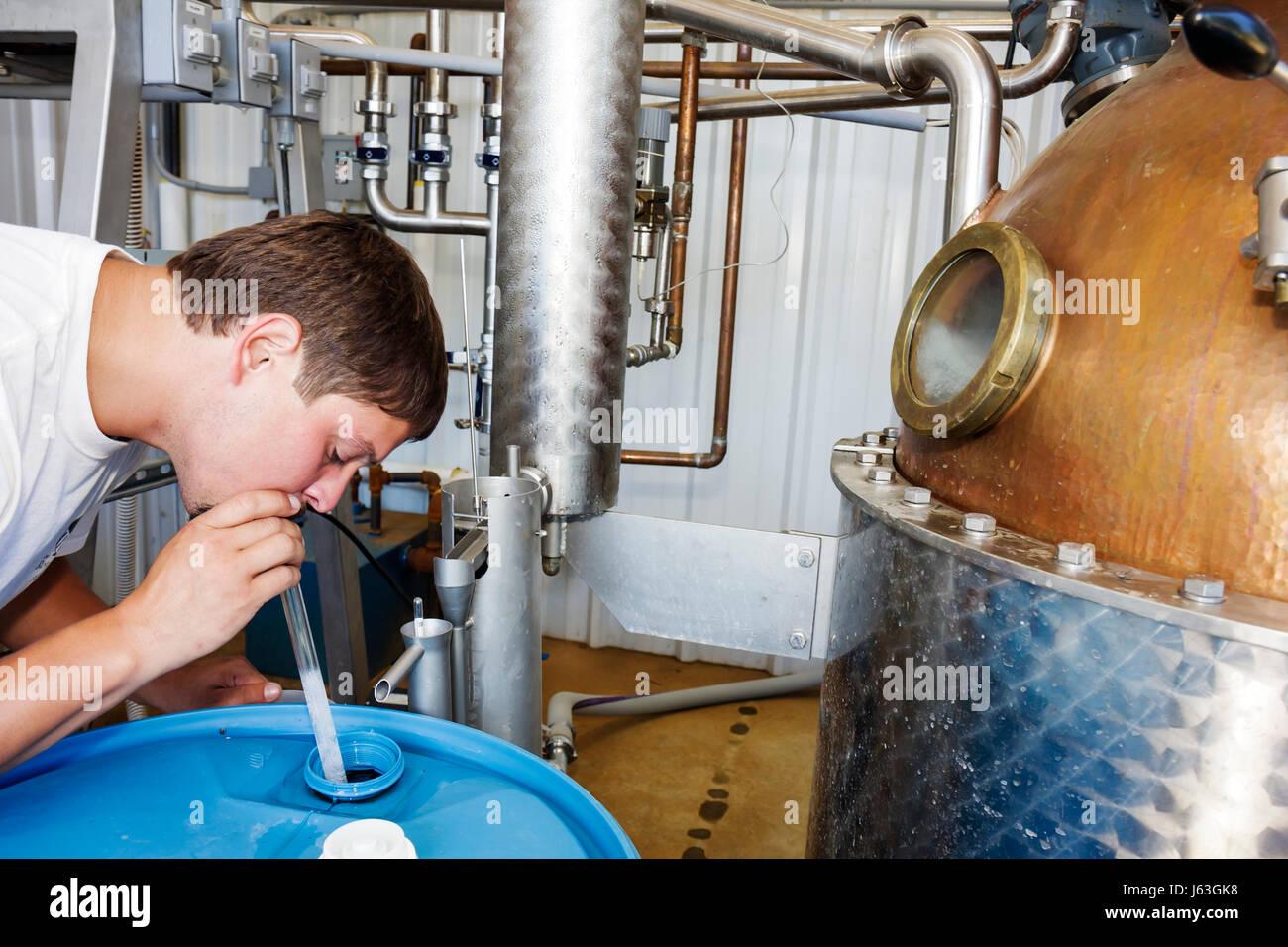 Michigan Baroda El round barn Bodega cervecería y destilería negocio familiar todavía cobre acero Imagen De Stock
